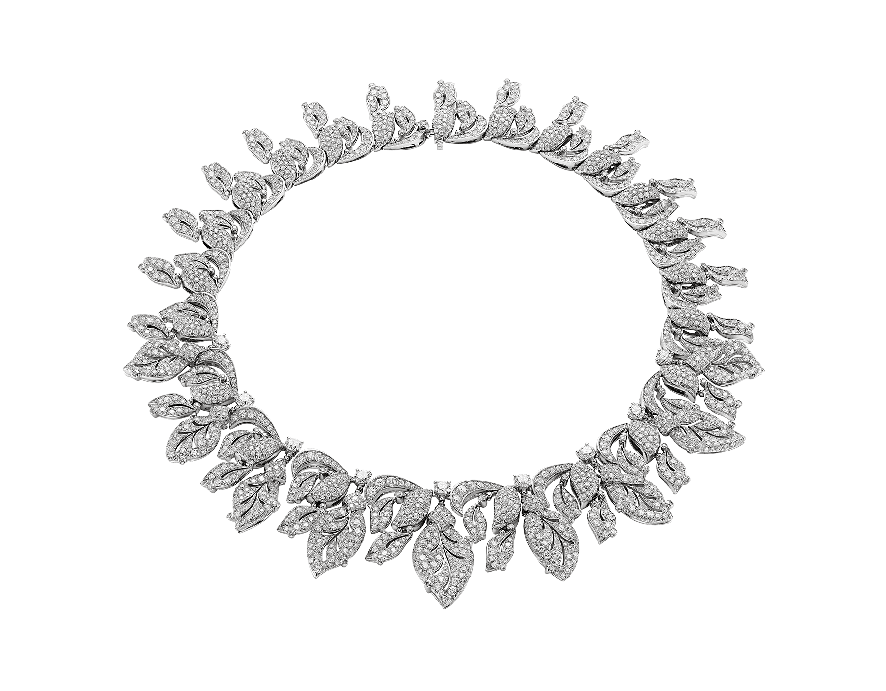 Celebrating the beauty of winter with swinging leaves encrusted with a sparkling frost of diamond pavé, the Giardini Italiani necklace captures the unique magic of nature. 260283 image 1