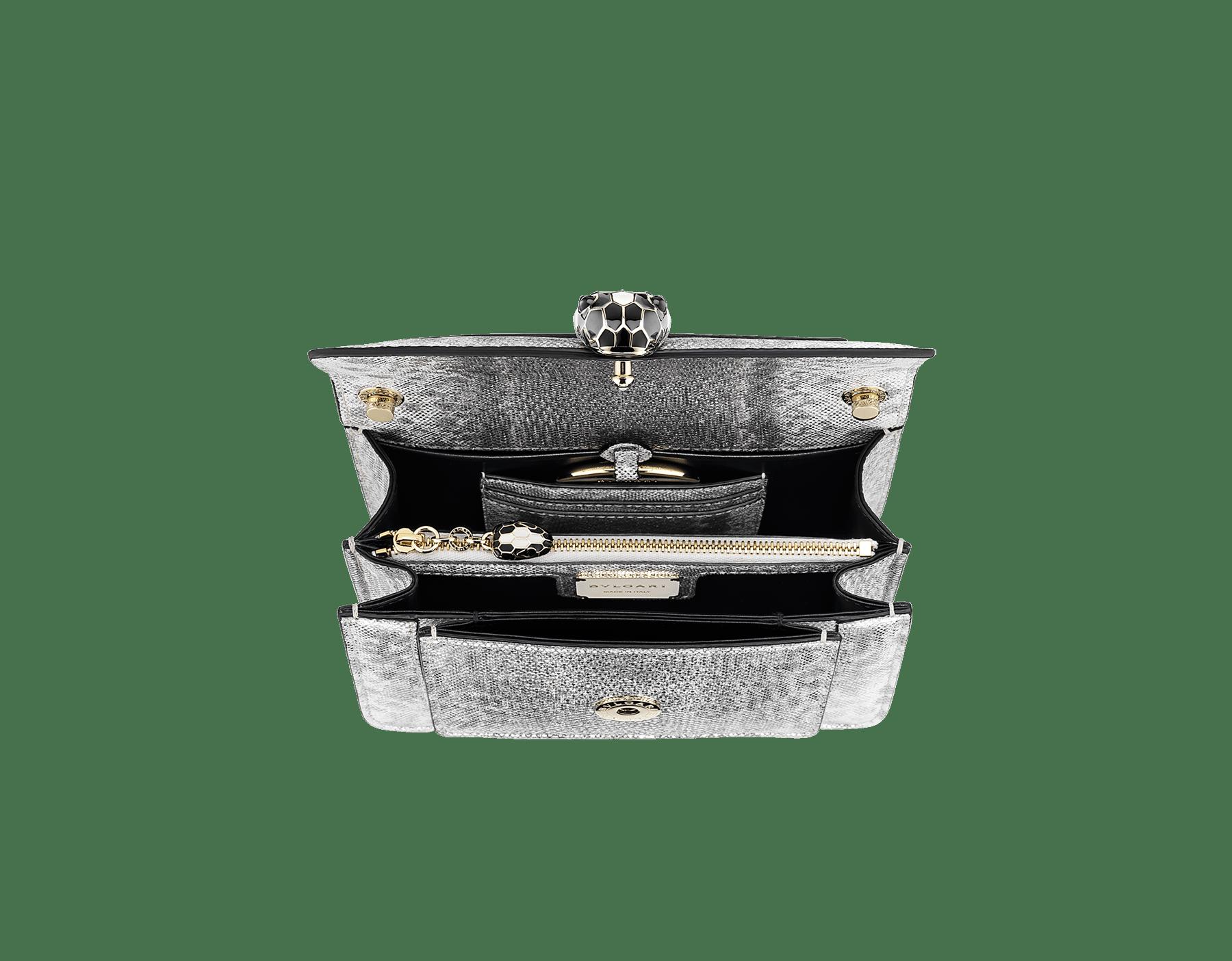 Sac à bandoulière Serpenti Forever en karung métallisé couleur Charcoal Diamond. Fermoir emblématique Serpenti en laiton doré et émail noir et couleur œil de faucon scintillant avec yeux en onyx. 1082-MK image 4