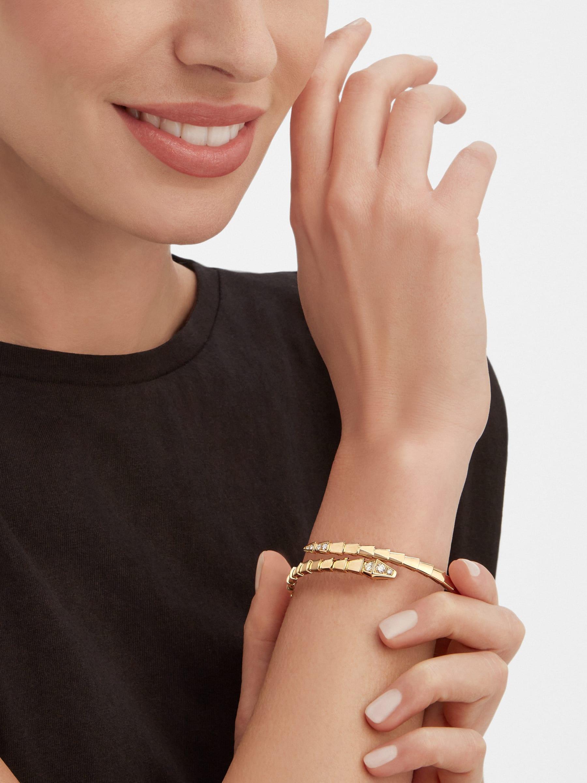 Serpenti Viper 18 kt yellow gold bracelet set with demi-pavé diamonds BR858972 image 3