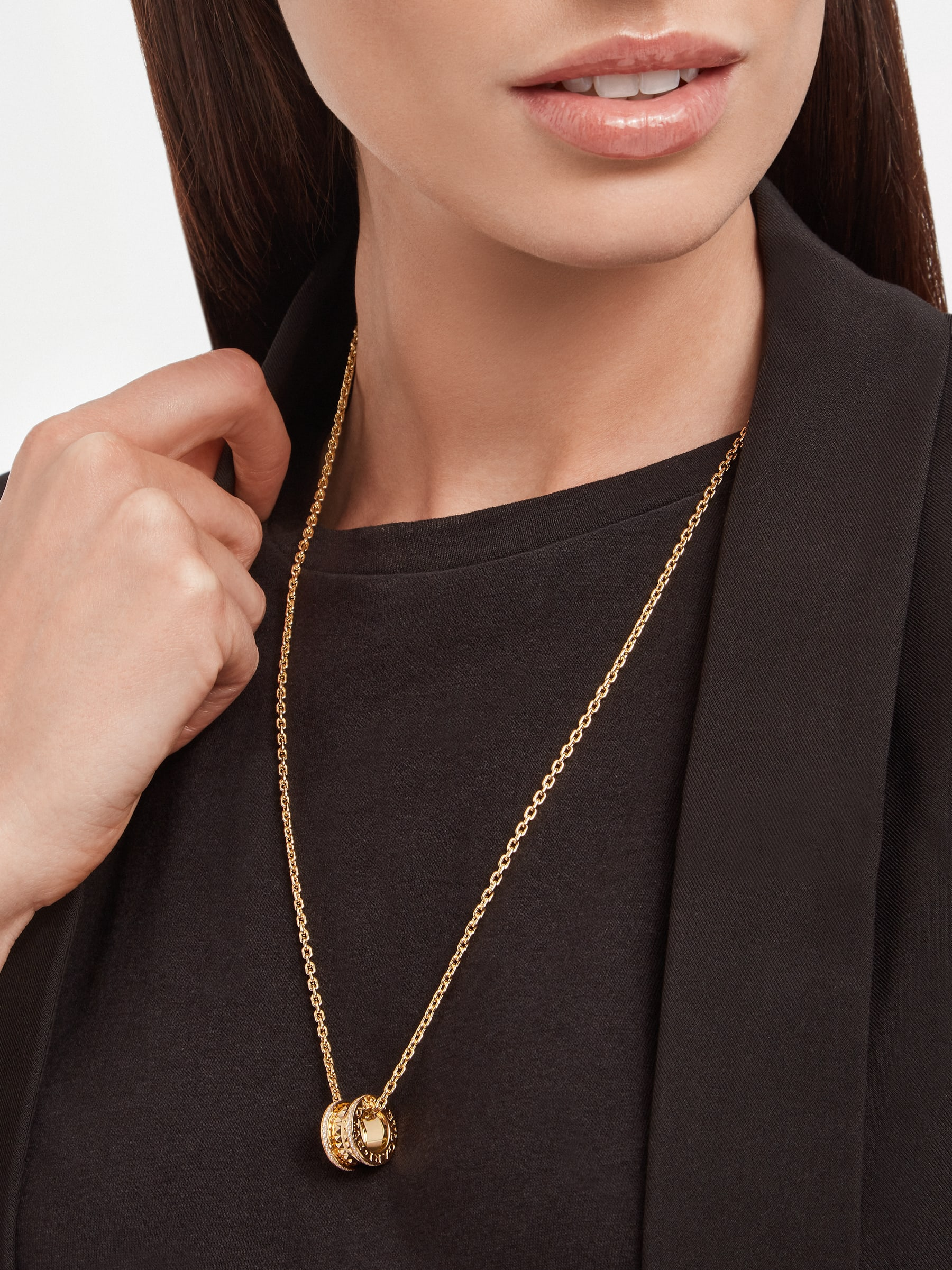 B.zero1 Rock pendant necklace in 18 kt yellow gold with studs set with pavé diamonds 358349 image 5