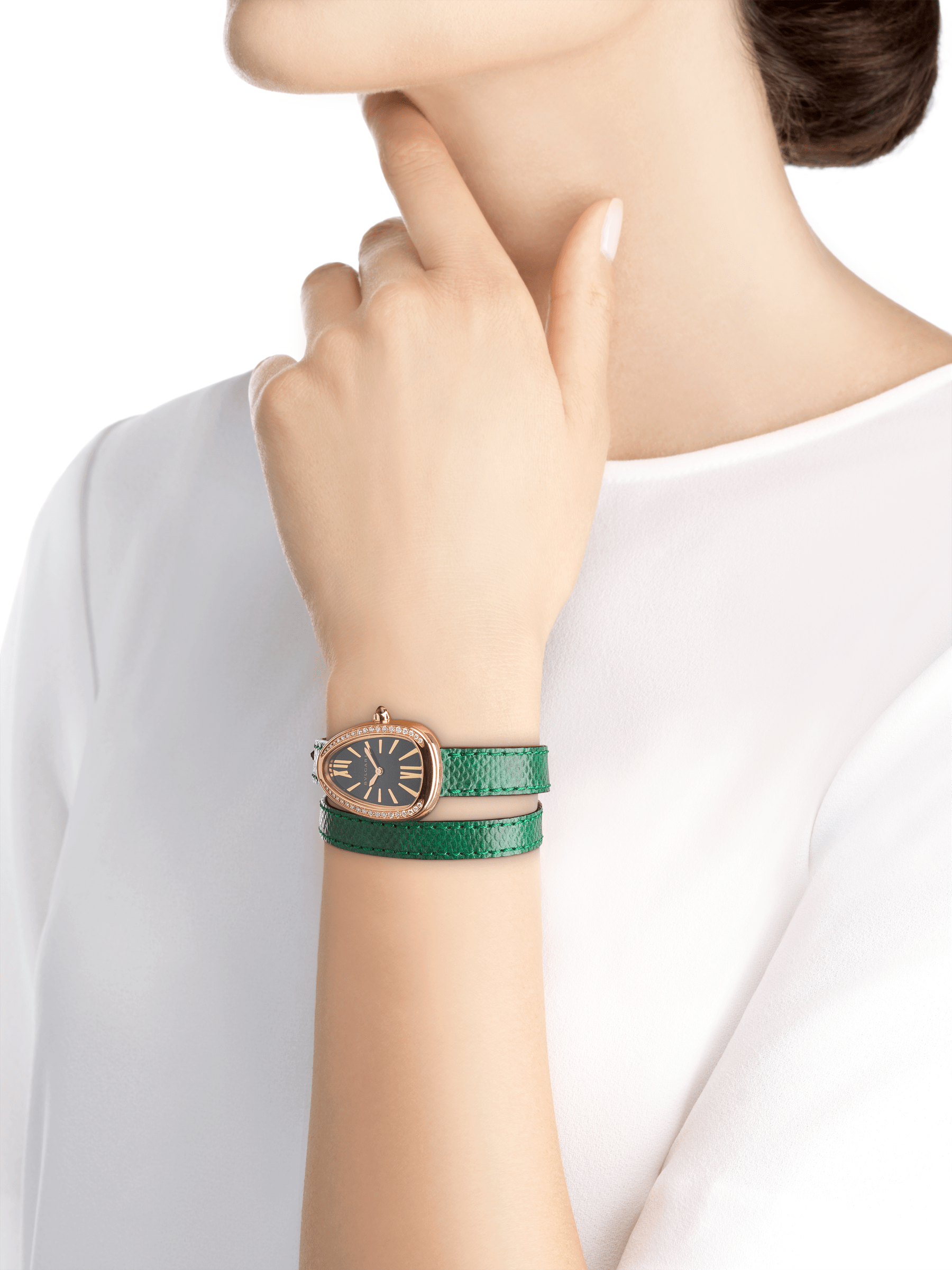 Serpenti watch with 18 kt rose gold case set with round brilliant-cut diamonds, black lacquered dial and interchangeable double spiral bracelet in green karung leather 102918 image 3