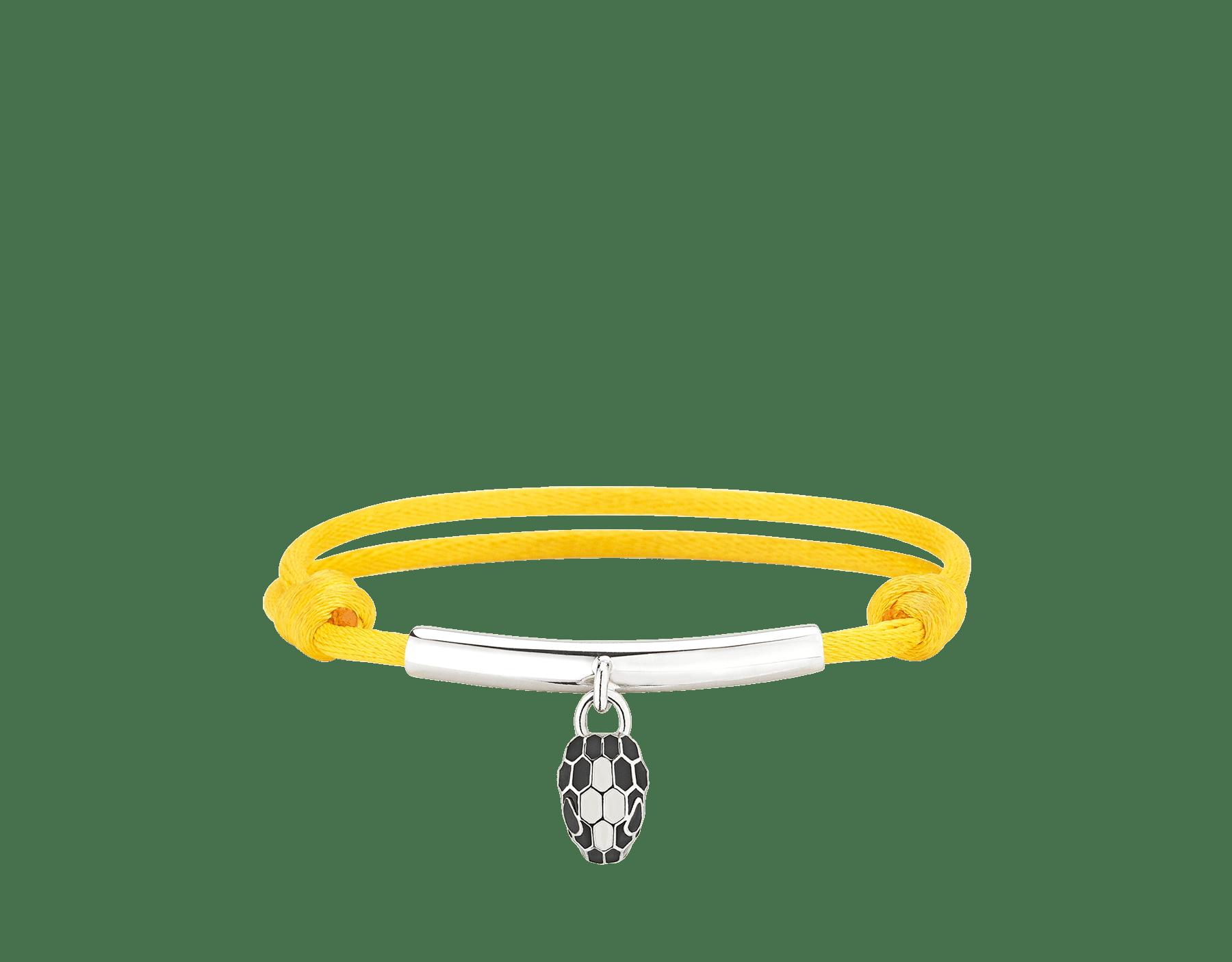 Pulsera Serpenti Forever en seda color topacio margarita con placa en latón bañado en paladio y un emblemático charm con la icónica cabeza de serpiente en esmalte negro y color ágata blanca, y ojos en esmalte negro. 290089 image 1