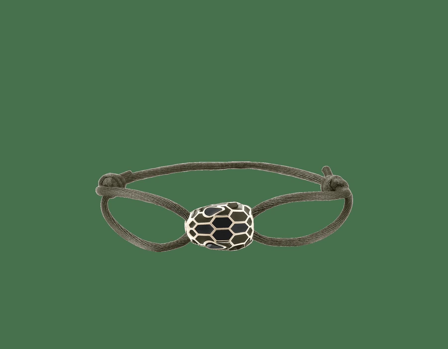 """Bracciale """"Serpenti Forever"""" in seta color giada mimetic. Iconico motivo """"Serpenti"""" in smalto nero con seducenti occhi in smalto nero. 290099 image 1"""
