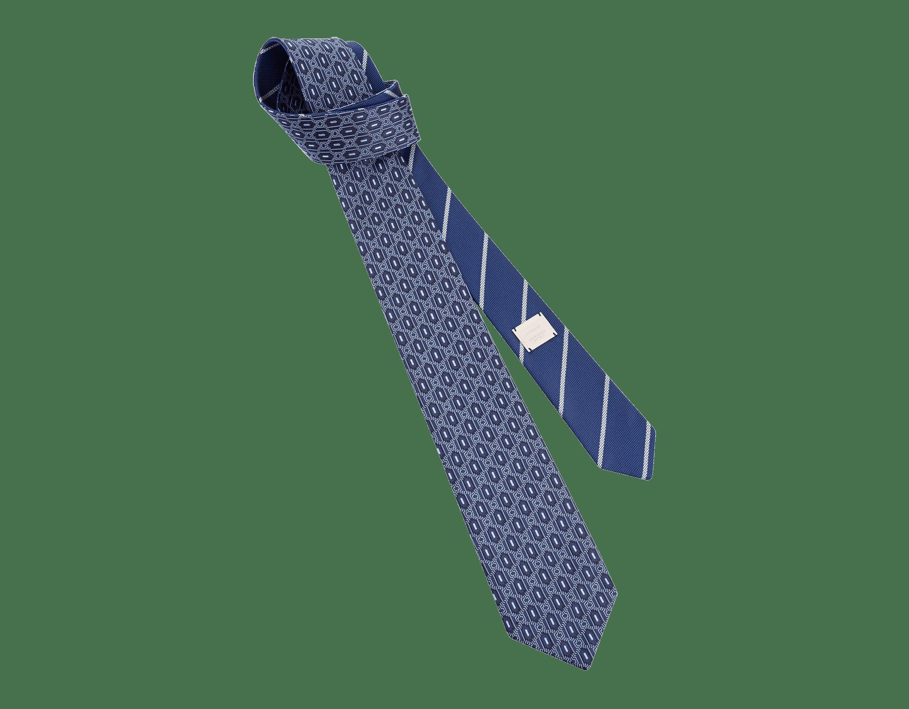 Галстук темно-синего цвета, тонкий шелк, узор Double Line Scales. Металлический ярлык с логотипом Bvlgari, маркировка Ручная работа. Сделано в Италии. 8 см 244132 image 1