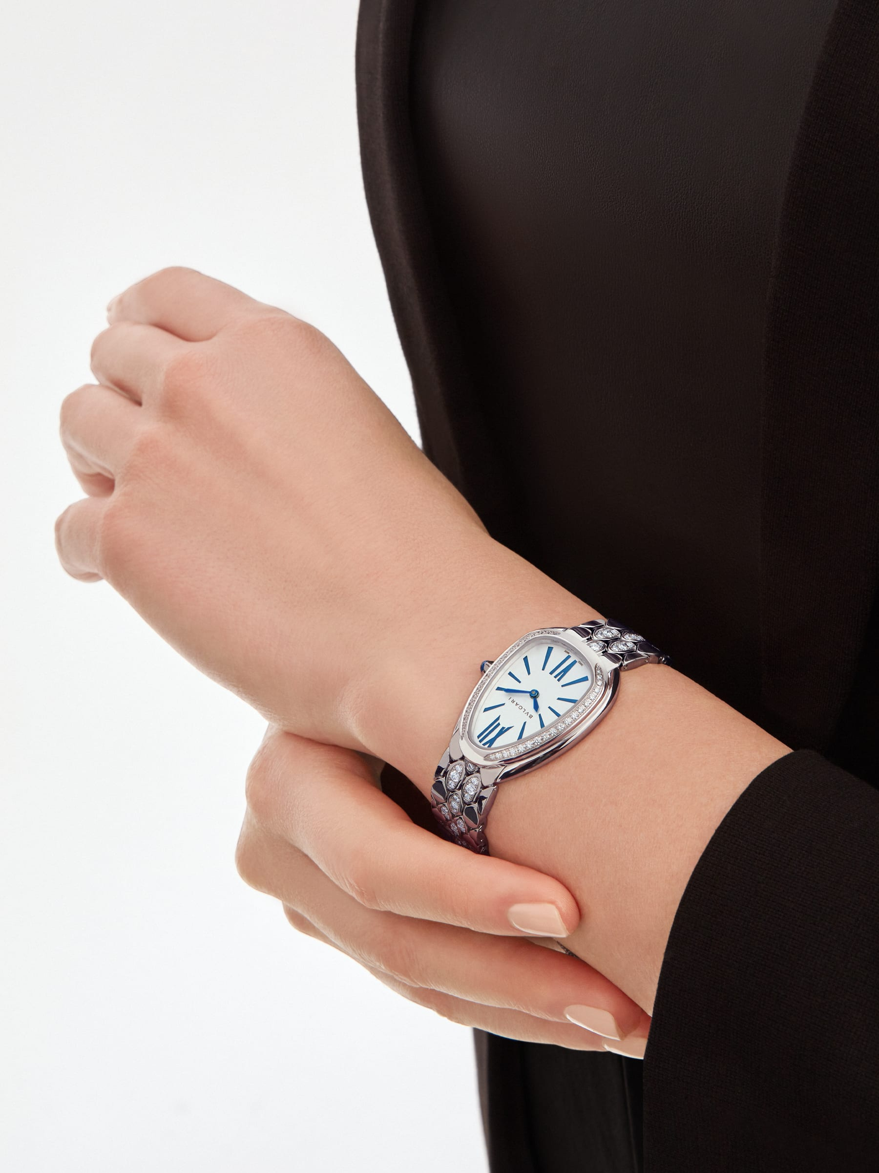 Serpenti Seduttori watch with 18 kt white gold case and bracelet both set with diamonds, and silver opaline dial 103276 image 4