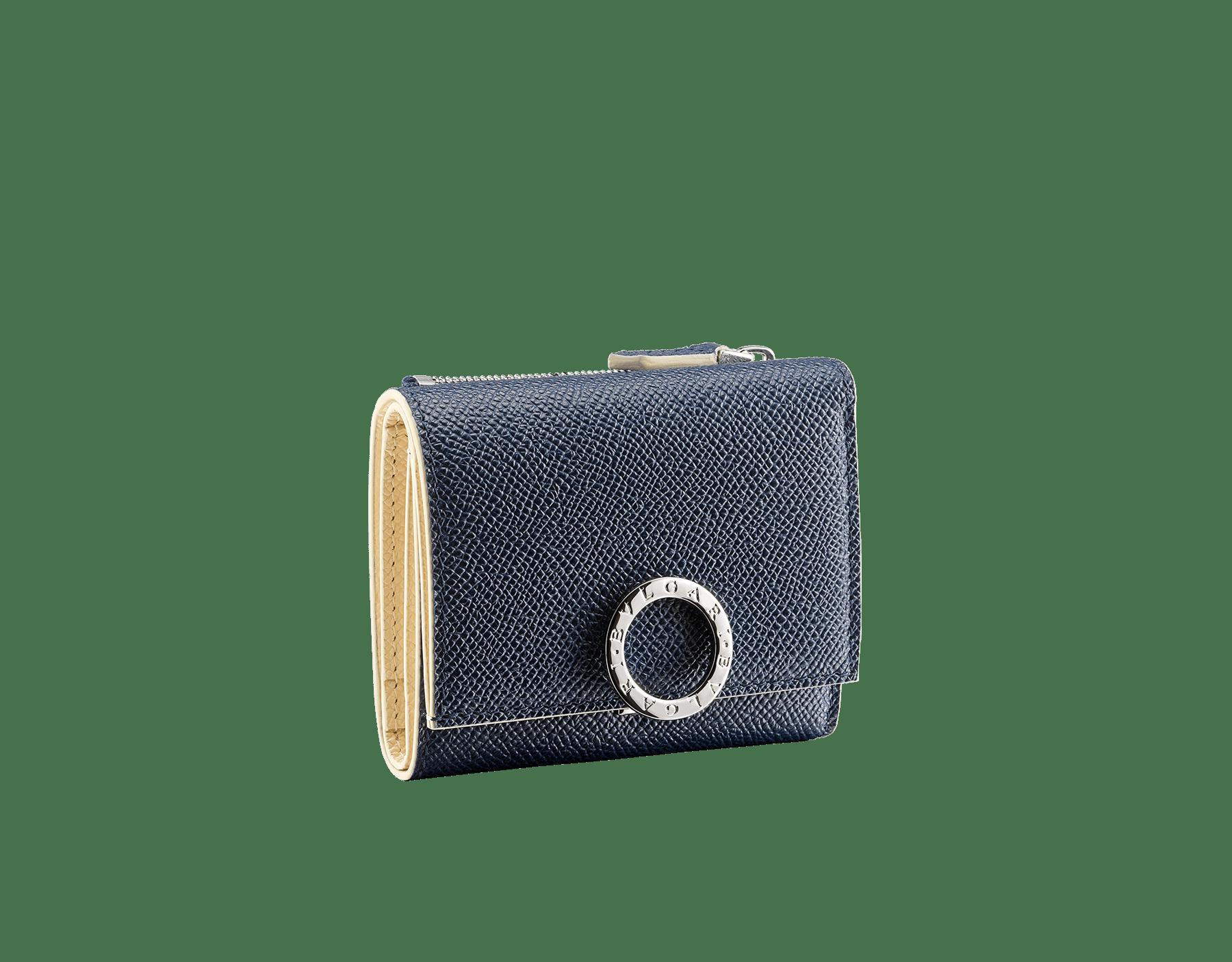 Portefeuille compact et fin «Bvlgari Clip» en cuir de veau grainé couleur blanc Agate et couleur bleu Denim Sapphire. Fermoir emblématique orné du logo Bvlgari en laiton BCM-SLIMCOMPACTb image 1