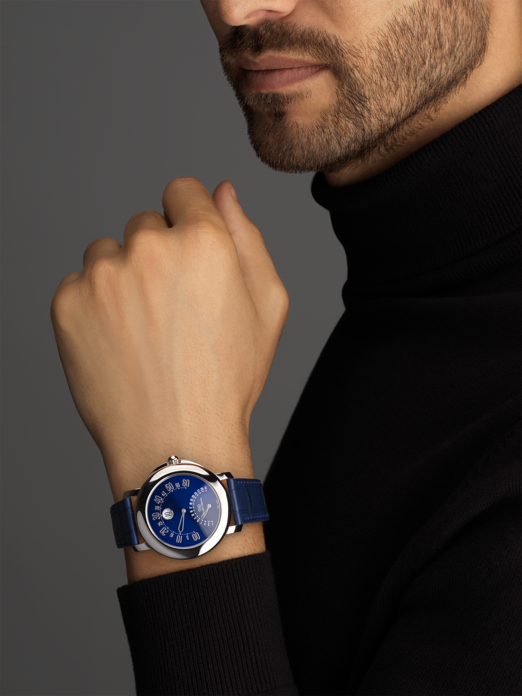 Gerald Genta 50th Anniversary Arena Bi-retro watch with mechanical manufacture movement, bidirectional automatic winding, jumping hours, retrograde minutes (210°) and date (180°), 41 mm platinum case, blue lacquered dial and blue alligator bracelet 103191 image 3
