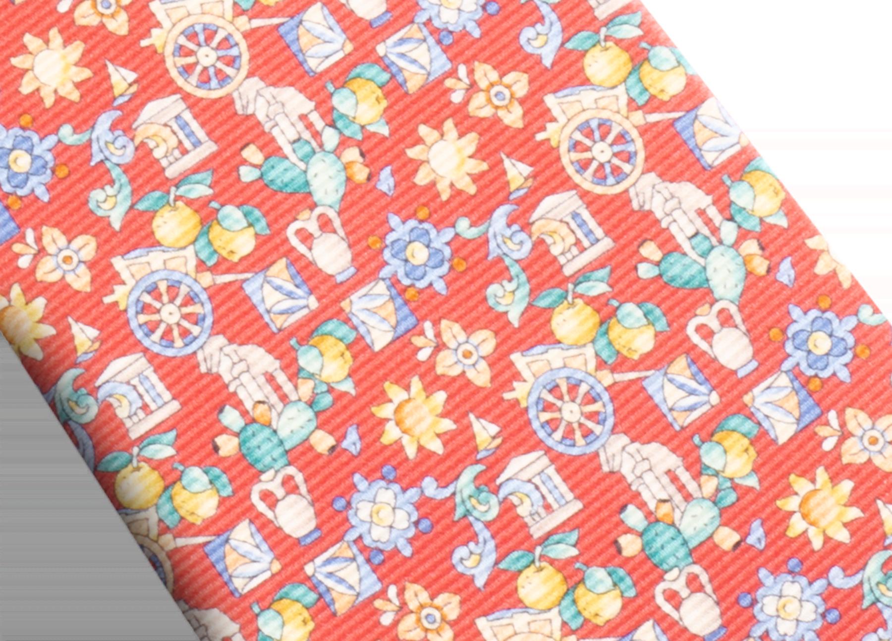 Cravatta sette pieghe color corallo con motivo Sicily in pregiata seta saglione stampata. 244123 image 2