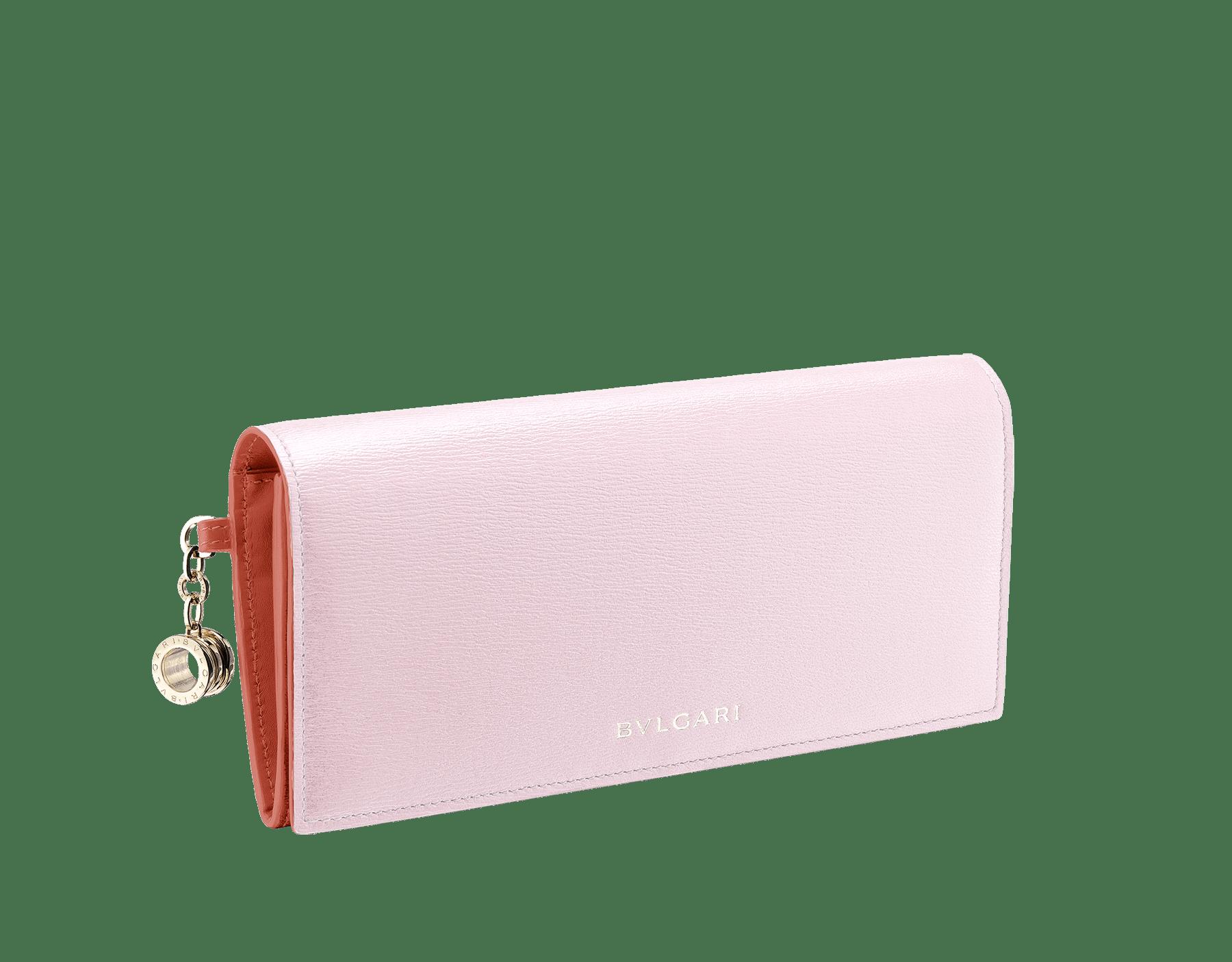 Pochette-portefeuilleB.zero1 en cuir de chèvre couleur Rosa di Francia et Imperial Topaz. Emblématique bijou B.zero1 en laiton doré et fermoir. 289068 image 1