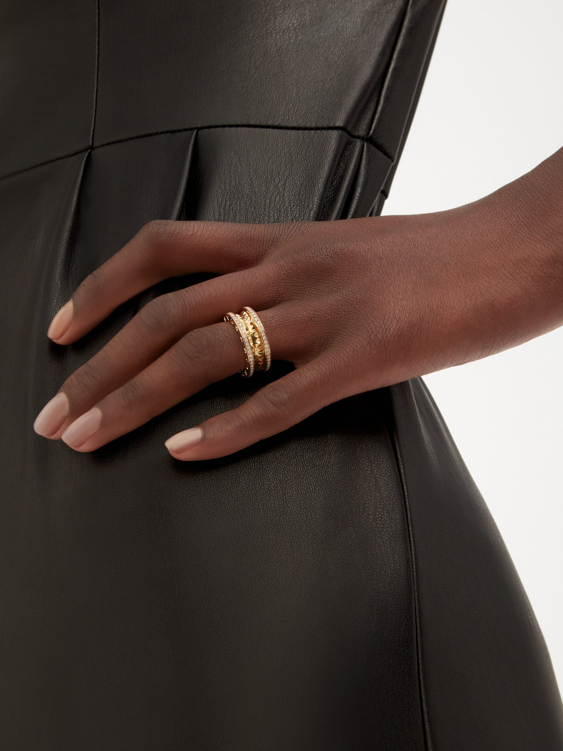 B.zero1 Rock two-band ring in 18 kt yellow gold with studded spiral and pavé diamonds on the edges AN859092 image 1