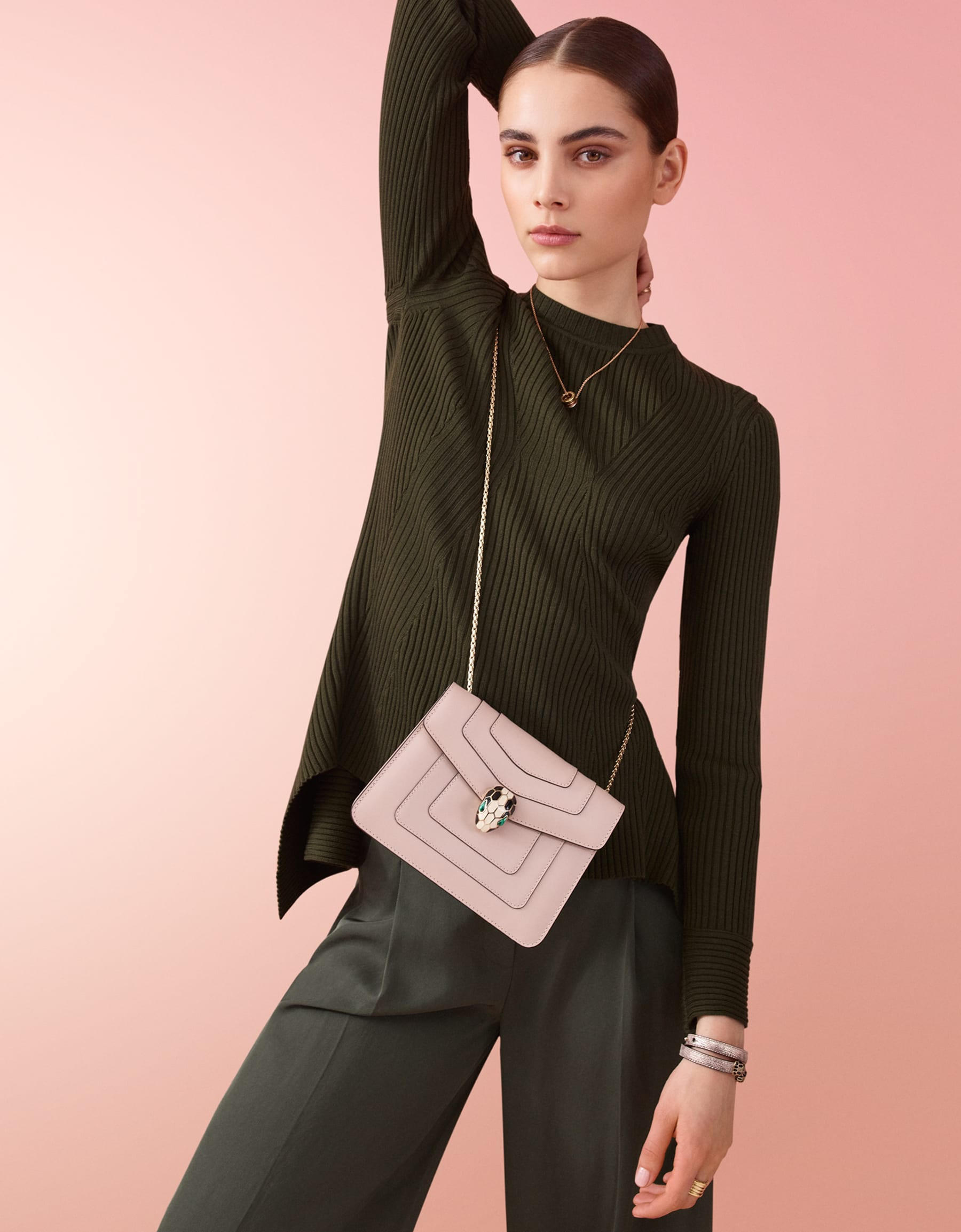 Serpenti Forever crossbody bag in milky opal smooth calf leather. Snakehead closure in light gold plated brass decorated with black and white enamel, and green malachite eyes. 287922 image 5