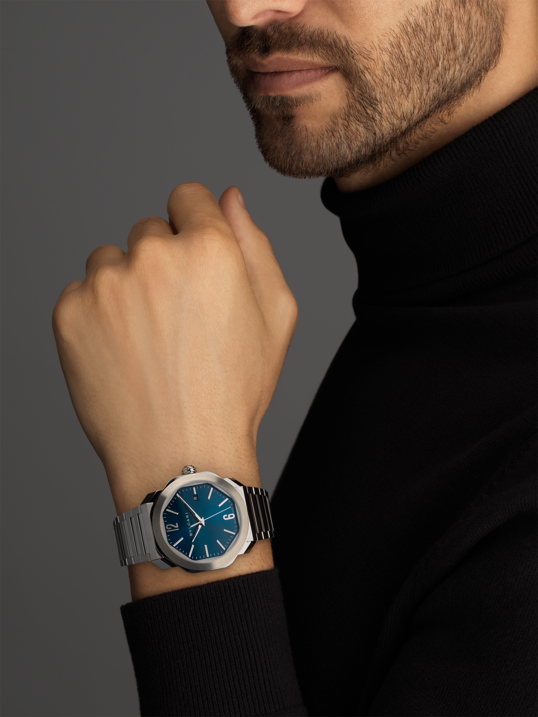 Octo Roma watch with mechanical manufacture movement, automatic winding, stainless steel case and bracelet, blue dial. 102856 image 5
