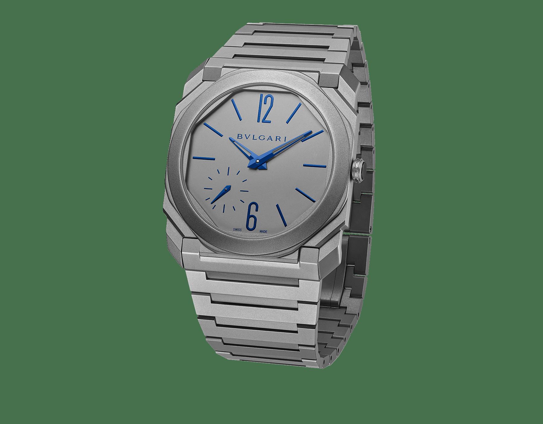 Relógio Octo Finissimo Automatic Edição Limitada com movimento de manufatura mecânico extrafino (2,23mm de espessura), corda automática, microrrotor de platina, pequenos segundos, caixa, mostrador e pulseira em titânio e índices e ponteiros azuis 102945 image 1