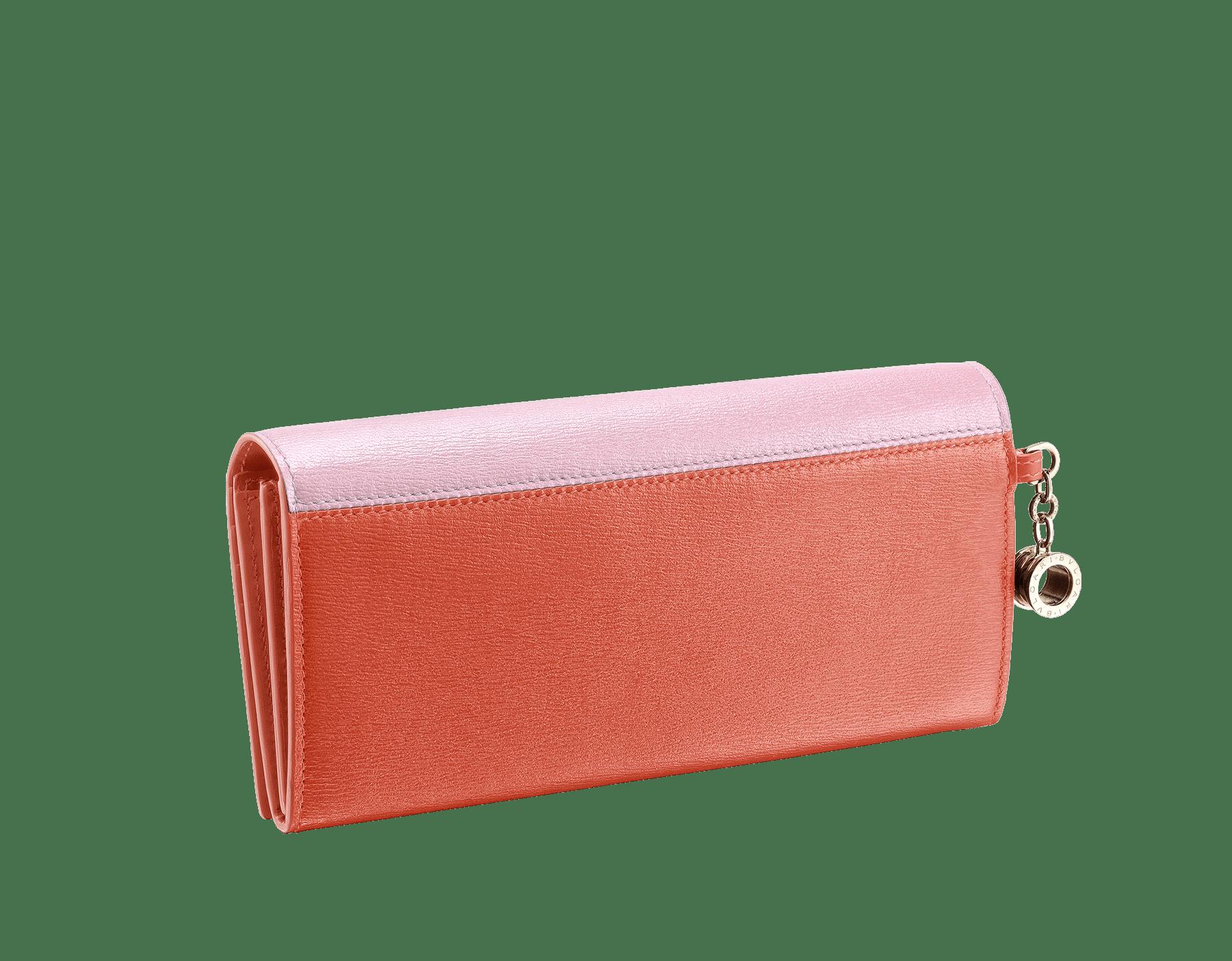 Pochette-portefeuilleB.zero1 en cuir de chèvre couleur Rosa di Francia et Imperial Topaz. Emblématique bijou B.zero1 en laiton doré et fermoir. 289068 image 3