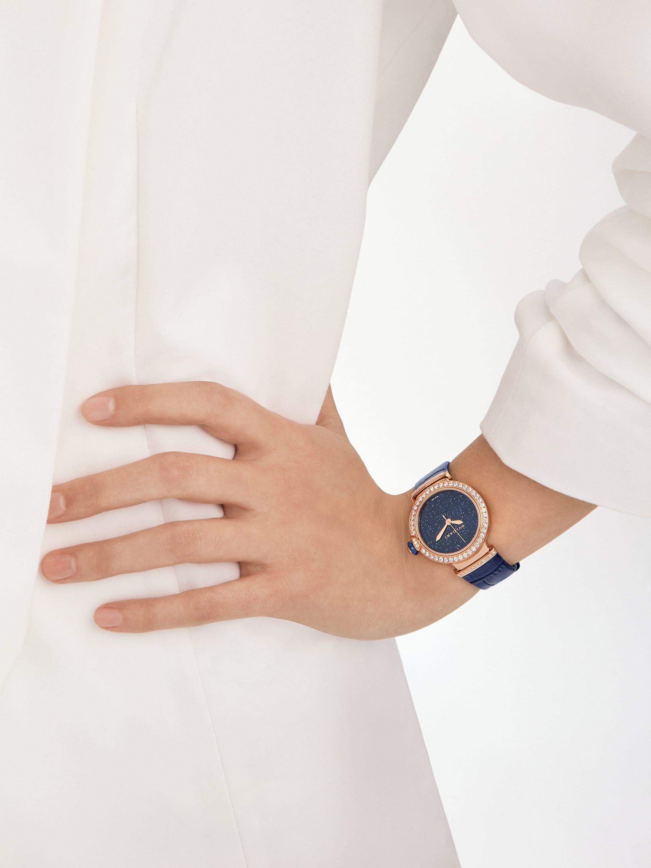 LVCEA 腕錶,搭載機械機芯,自動上鍊,18K 玫瑰金拋光錶殼和連結扣鑲飾圓形明亮型切割鑽石,藍色東菱石錶盤,藍色鱷魚皮錶帶。防水深度 30 公尺。 103341 image 1