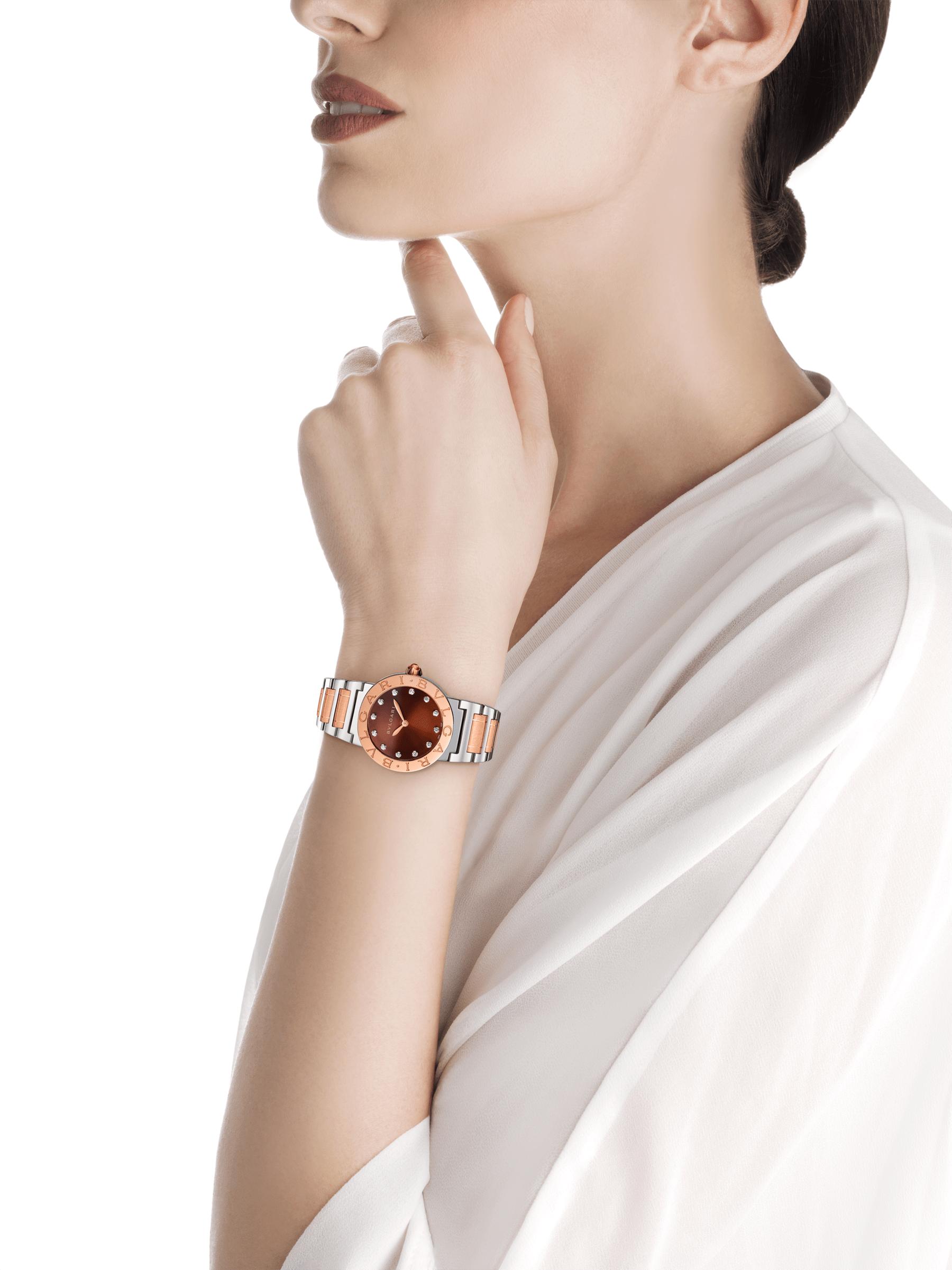 Montre BVLGARI BVLGARI avec boîtier et bracelet en or rose 18K et acier inoxydable, cadran laqué brun soleil et index sertis de diamants. Petit modèle. 102155 image 4