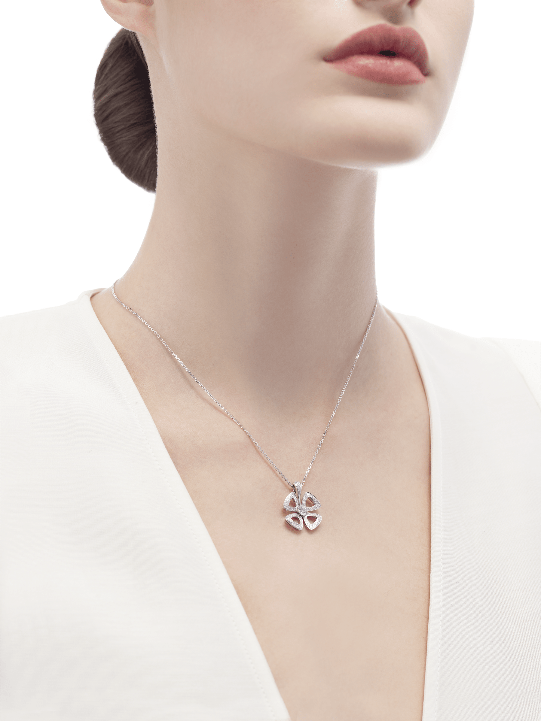 Fiorever 18 kt white gold necklace set with a central diamond and pavé diamonds. 354469 image 4