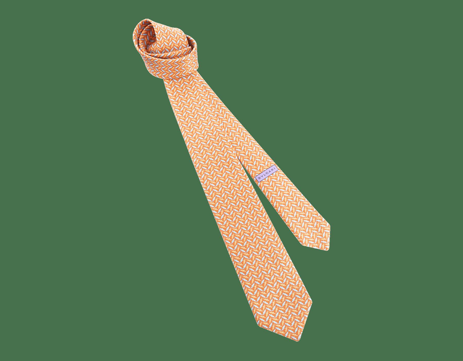 """Siebenfach gefaltete orangefarbene Krawatte mit """"Cocco Chevron""""-Muster aus feiner bedruckter Saglione-Seide. 244092 image 1"""