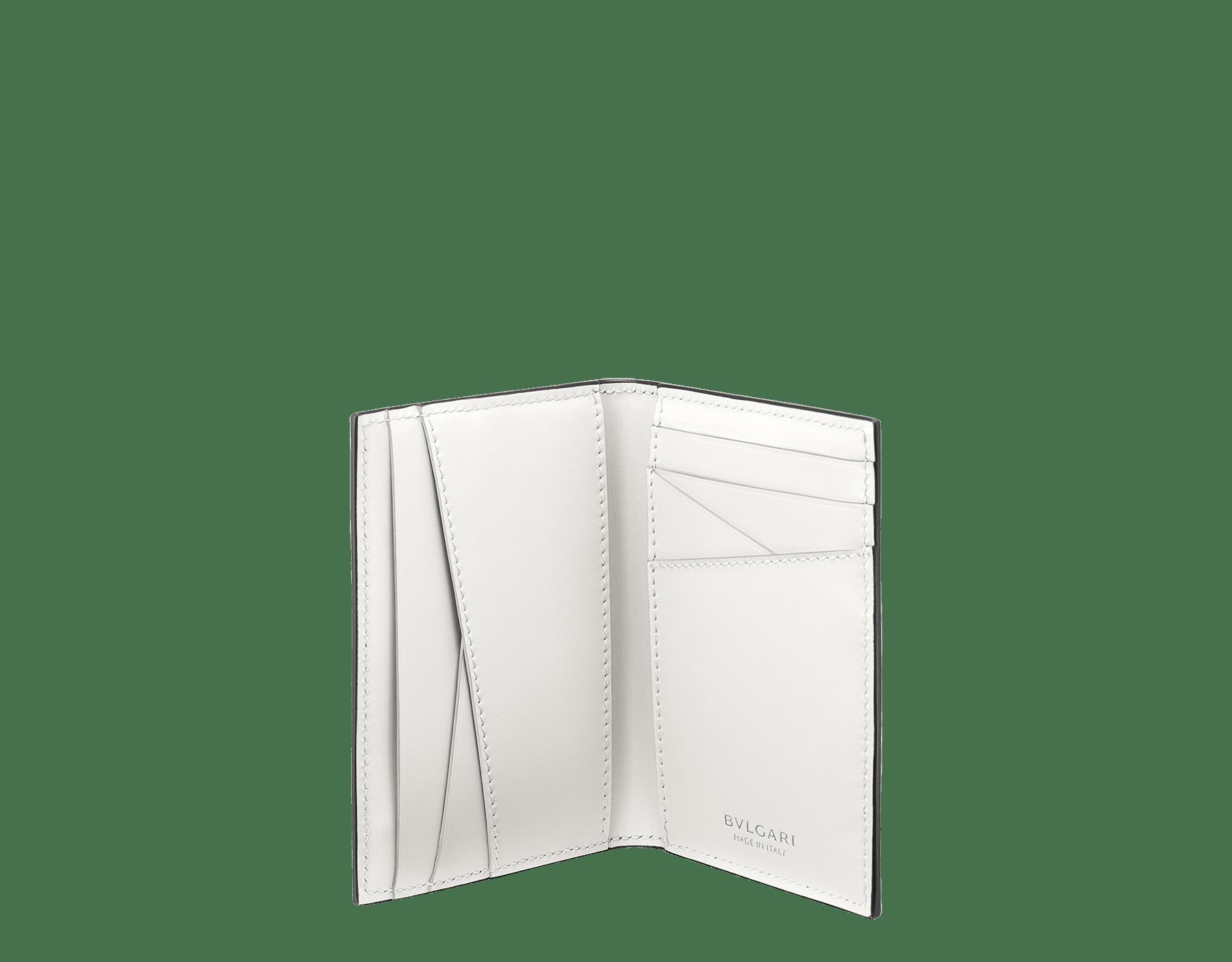 """Porta carte """"BVLGARI BVLGARI"""" in vitello pieno fiore color giada mimetic e vitello color ambra. Iconico motivo """"BVLGARI BVLGARI"""" in ottone placcato palladio e smalto color ambra. BBM-VERTICALCCHsfgcl image 2"""