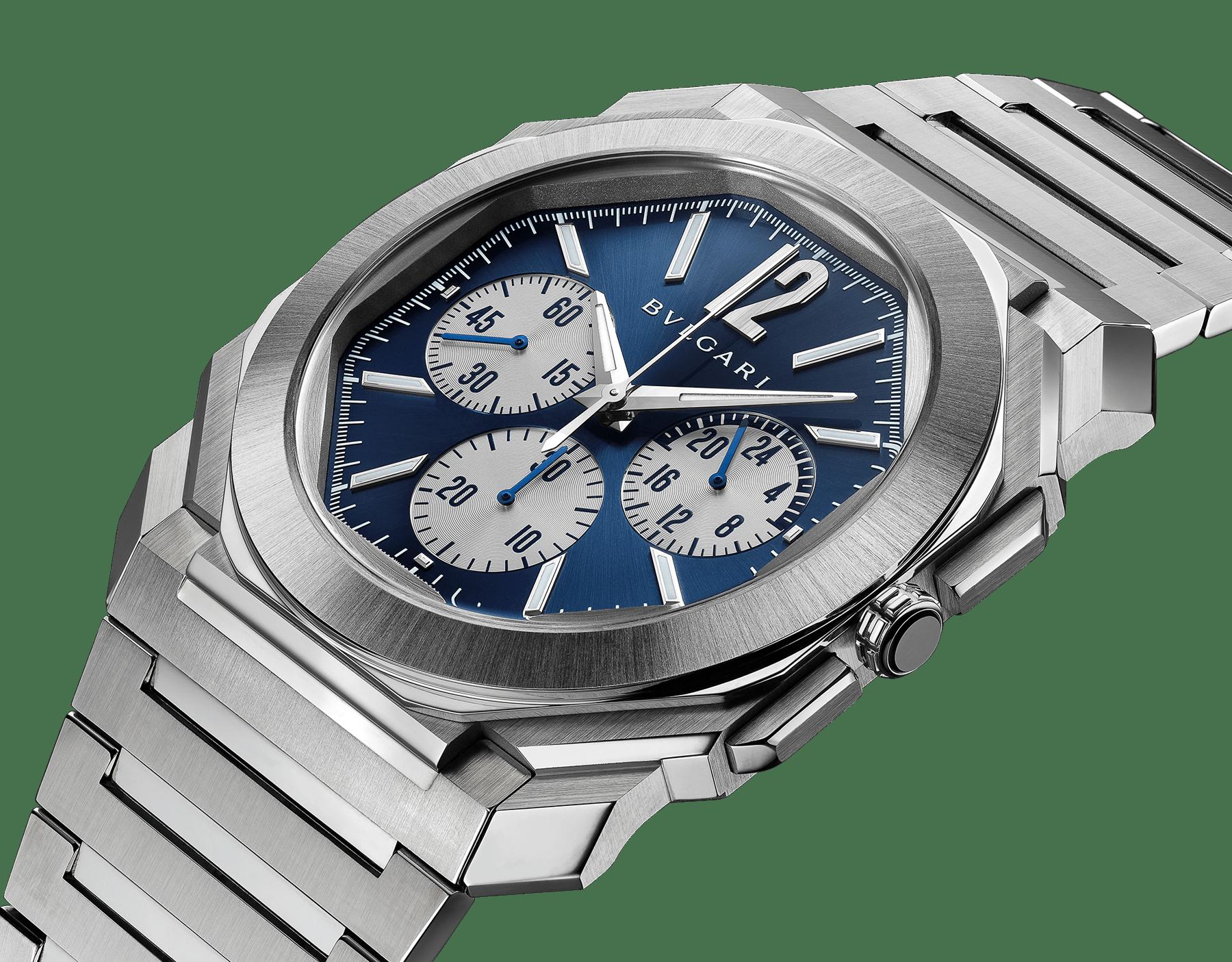 Chronographe OctoFinissimo GMT avec mouvement mécanique de manufacture à remontage automatique, fonctions chronographe et GMT 24heures, boîtier de 43mm en acier inoxydable (8,75mm d'épaisseur), fond transparent, cadran bleu avec finitions polies satinées et compteurs argentés, bracelet en acier inoxydable poli satiné. Étanche jusqu'à 100mètres. 103467 image 2