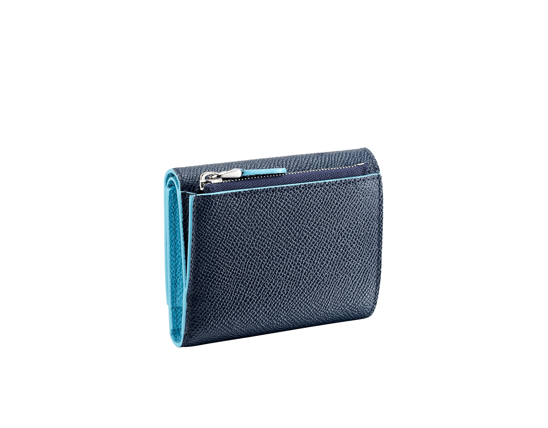 Schmales, kompaktes BVLGARI BVLGARI Portemonnaie aus genarbtem Kalbsleder in Denim Sapphire Blau und Aegean Topaz. Ikonische Verschlussklammer mit Logo aus palladiumbeschichtetem Messing. BCM-SLIMCOMPACTc image 3