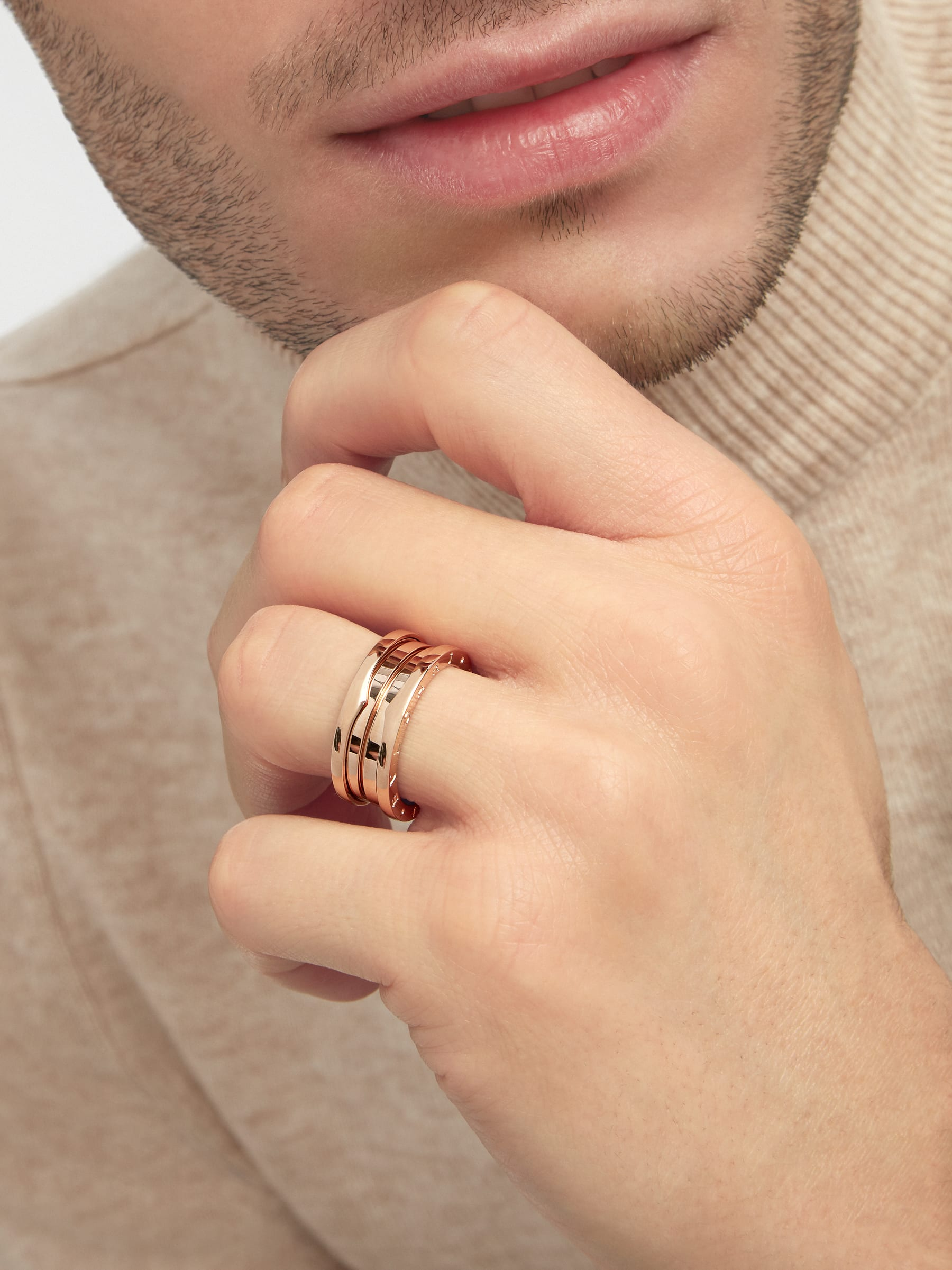 B.zero1 three-band ring in 18 kt rose gold. B-zero1-3-bands-AN852405 image 5
