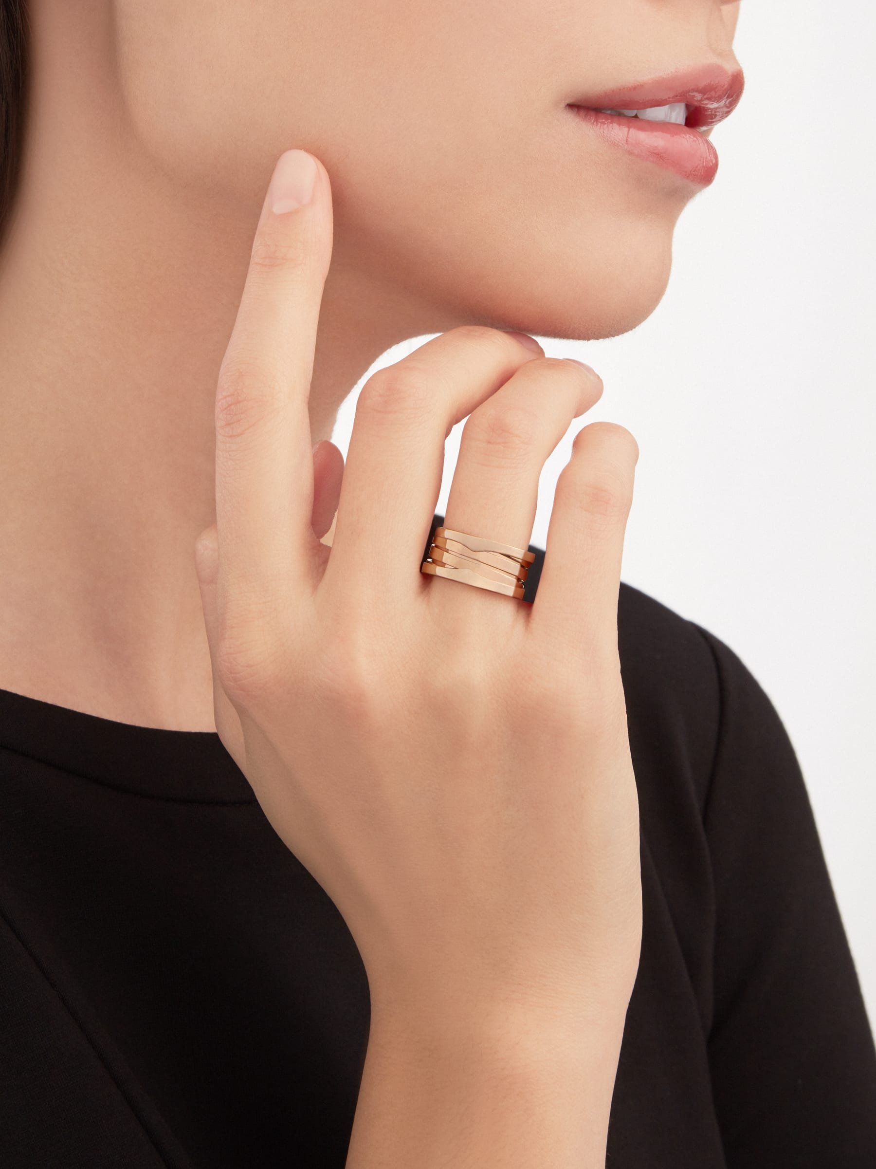 B.zero1 three-band ring in 18 kt rose gold. B-zero1-3-bands-AN852405 image 3