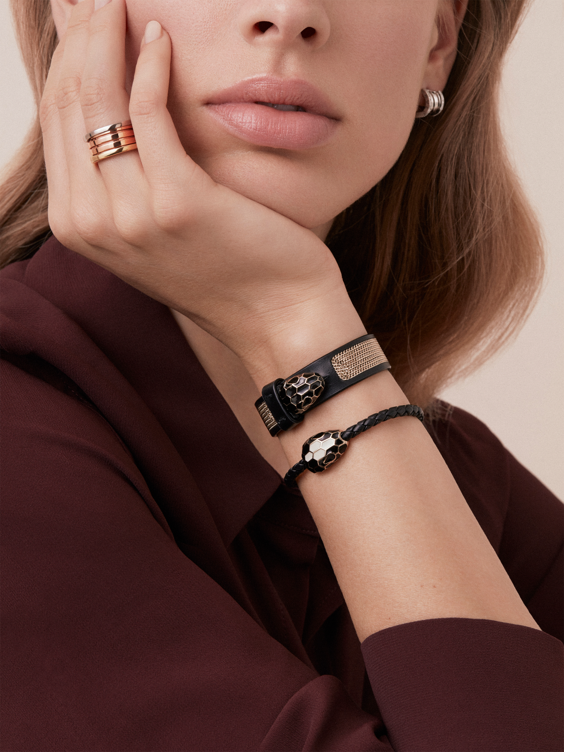 Serpenti Forever bracelet in white agate calf leather with a Million Chain motif. Light gold plated hardware and iconic Serpenti head closure in black and white enamel with black enamel eyes. BRACLT-SERPENTIU-CP image 2