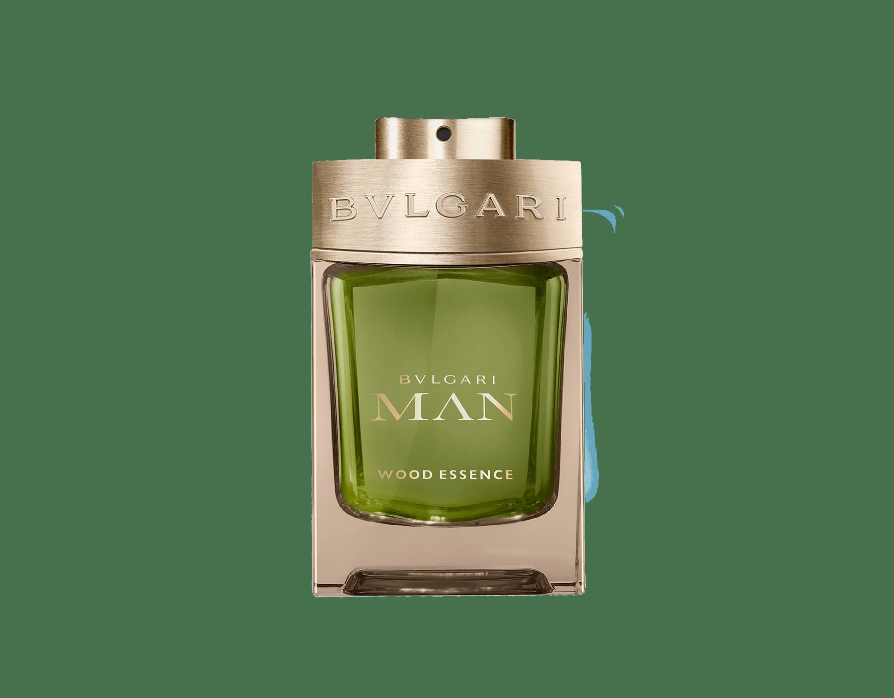 Une signature boisée nouvelle génération composée des essences les plus raffinées de la parfumerie – le cèdre, le cyprès et le vétiver – faisant écho aux notes chaudes et ensoleillées des résines de benjoin 46100 image 1