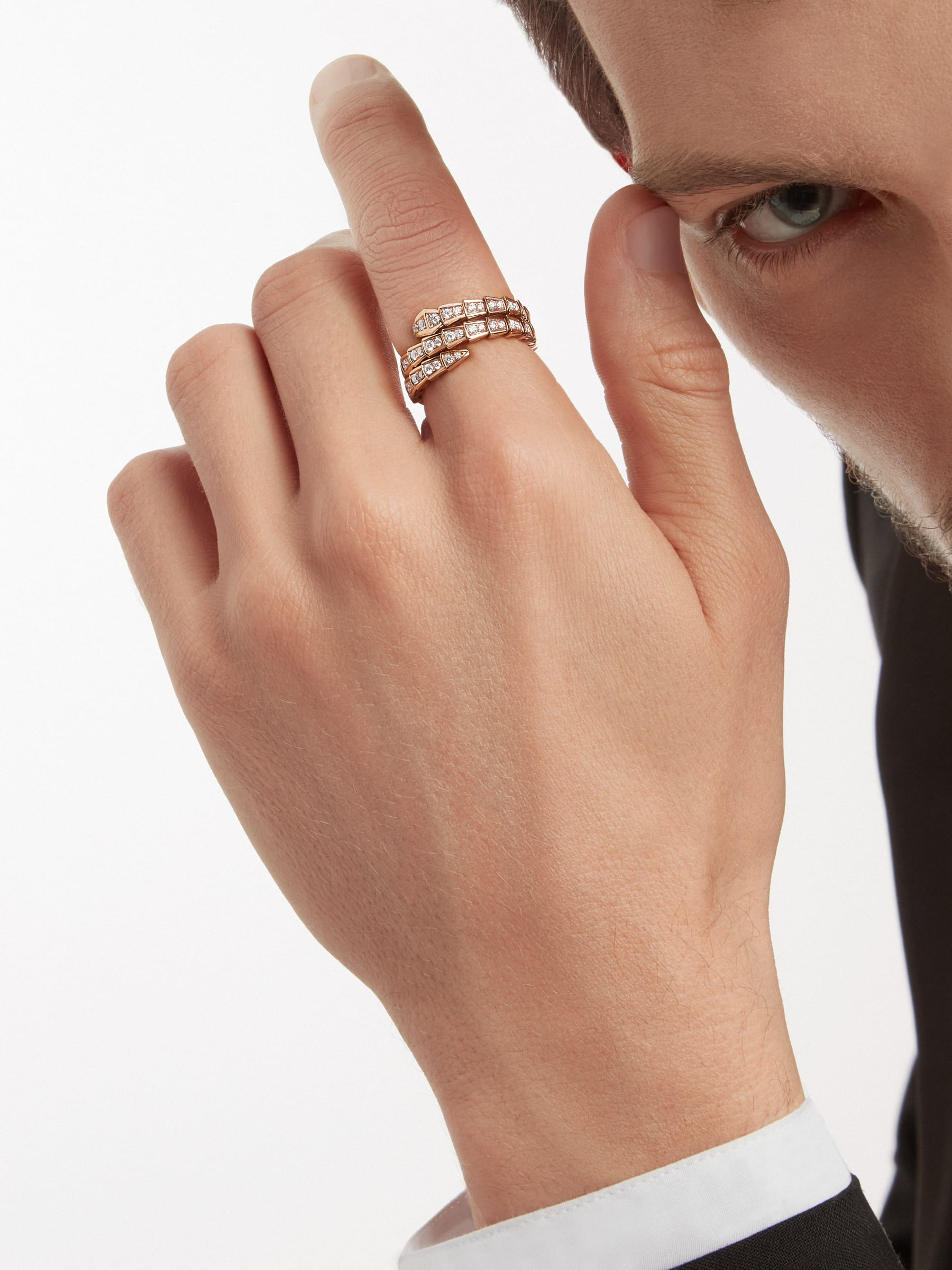 Serpenti Viper two-coil 18 kt rose gold ring, set with pavé diamonds AN858794 image 4