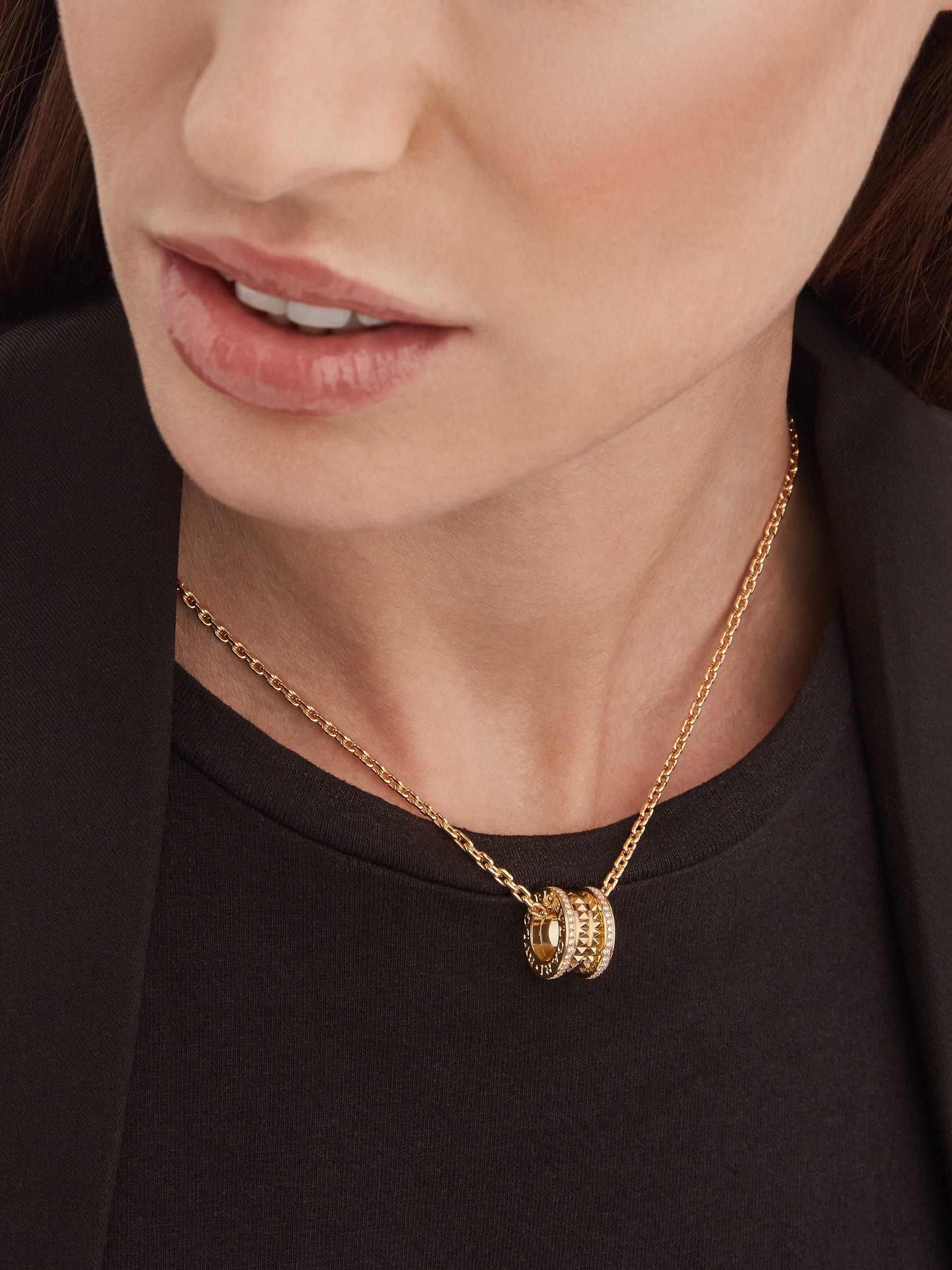 B.zero1 Rock pendant necklace in 18 kt yellow gold with studs set with pavé diamonds 358349 image 4