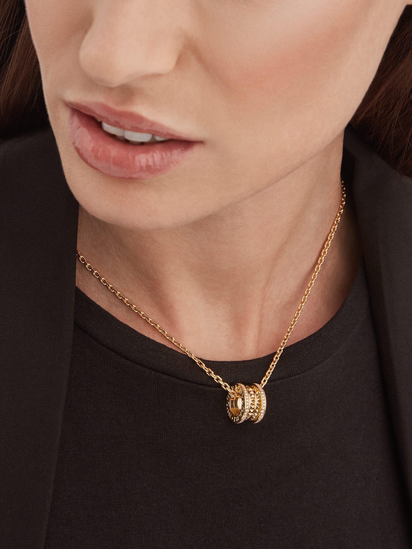 B.zero1 Rock 墜鍊,18K 黃金材質,飾以鉚釘,綴以密鑲鑽石。 358349 image 4