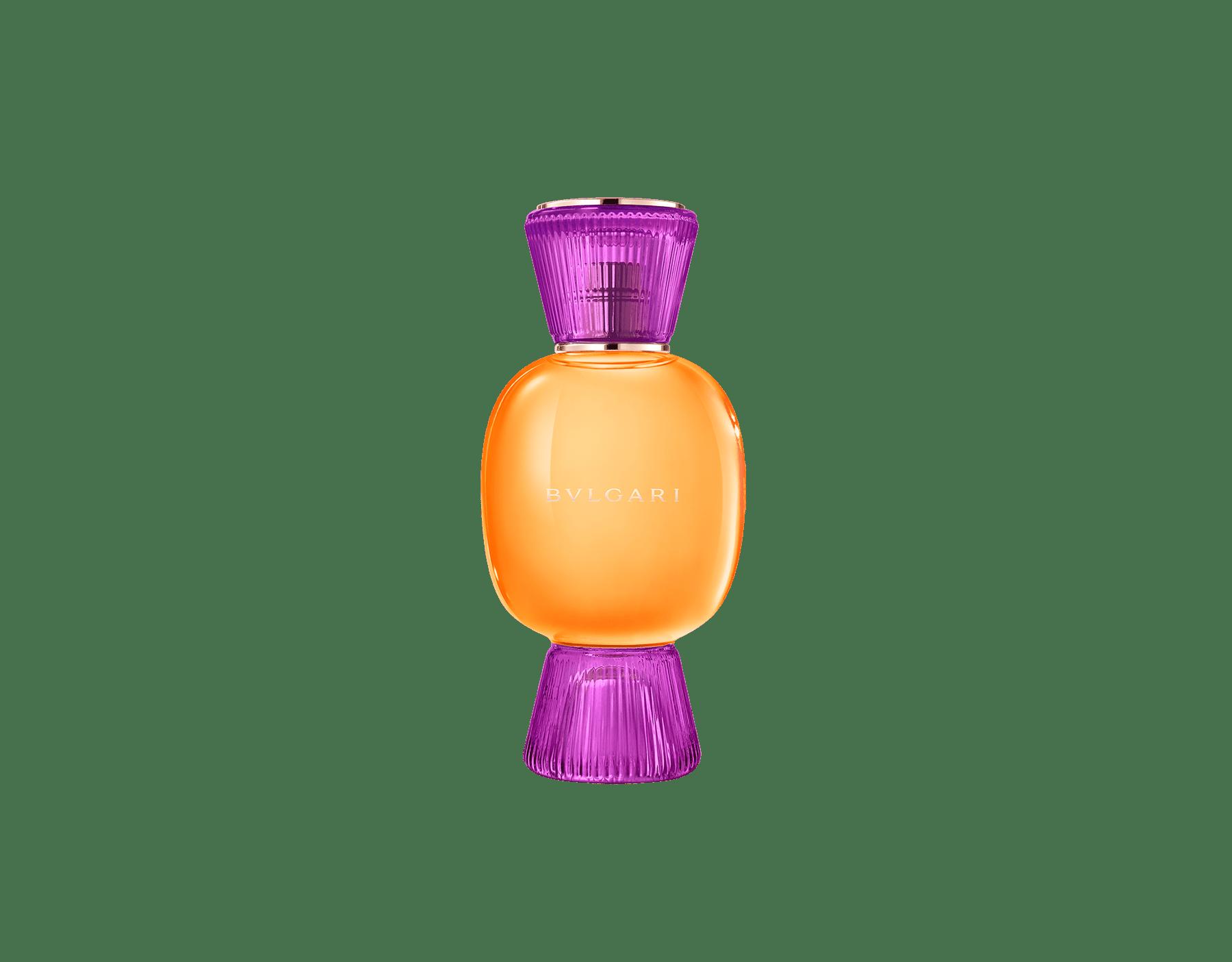 Una exclusiva combinación de perfumes, tan audaz y única como usted. El Eau de Parfum floriental licoroso Rock'n'Rome de Allegra se combina con el alegre frescor de la Magnifying Bergamot Essence, creando un irresistible perfume femenino personalizado.  Perfume-Set-Rock-n-Rome-Eau-de-Parfum-and-Bergamot-Magnifying image 2