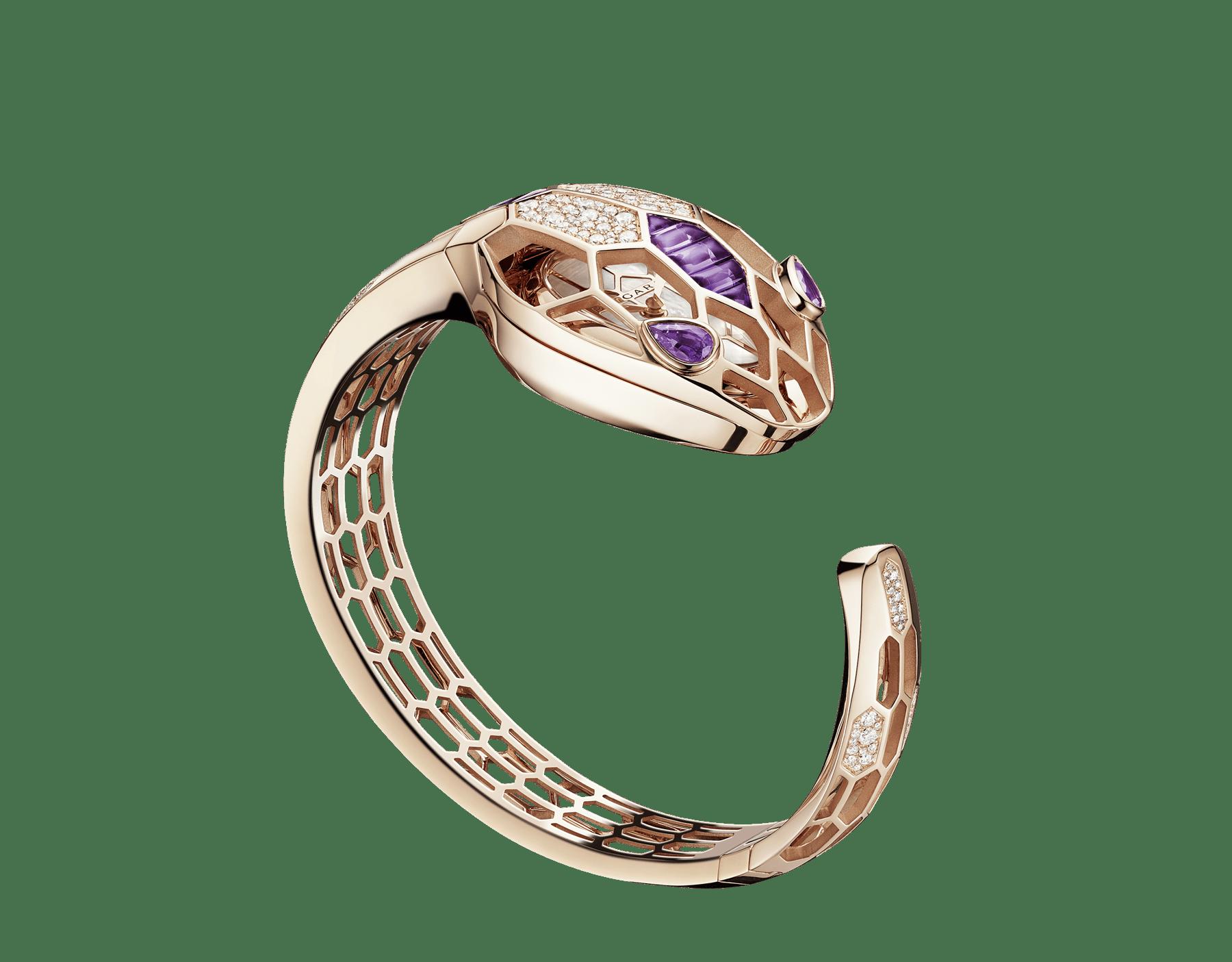 Relógio Secreto Serpenti Misteriosi com caixa e pulseira em ouro rosa 18K, ambas cravejadas com diamantes redondos lapidação brilhante e ametistas lapidação baguete, mostrador em madrepérola e olhos de ametista em formato pera. Tamanho médio 103056 image 1