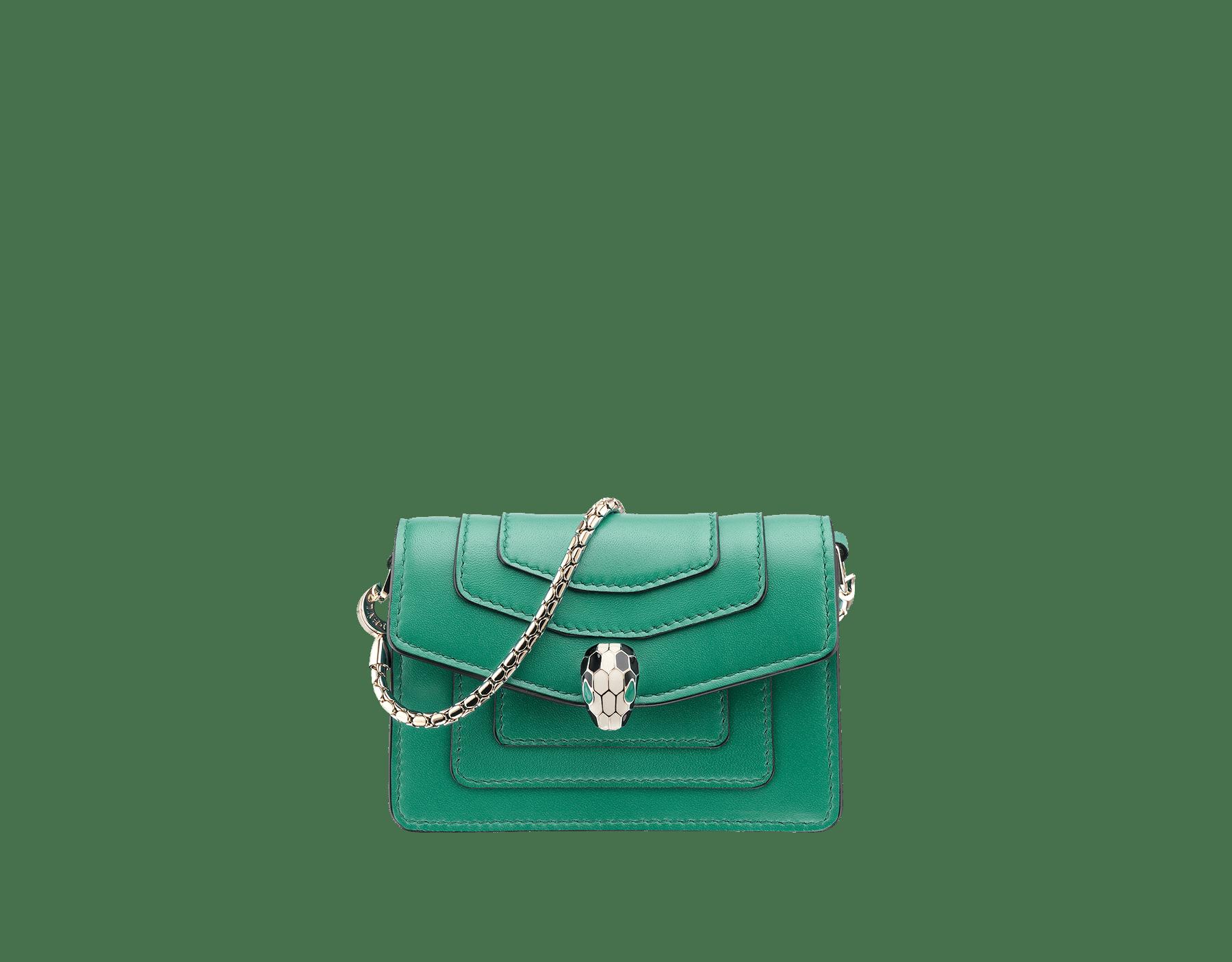 Bijou de sac Serpenti Forever miniature en cuir de veau vert émeraude et doublure en cuir de veau violet améthyste. 283244 image 1