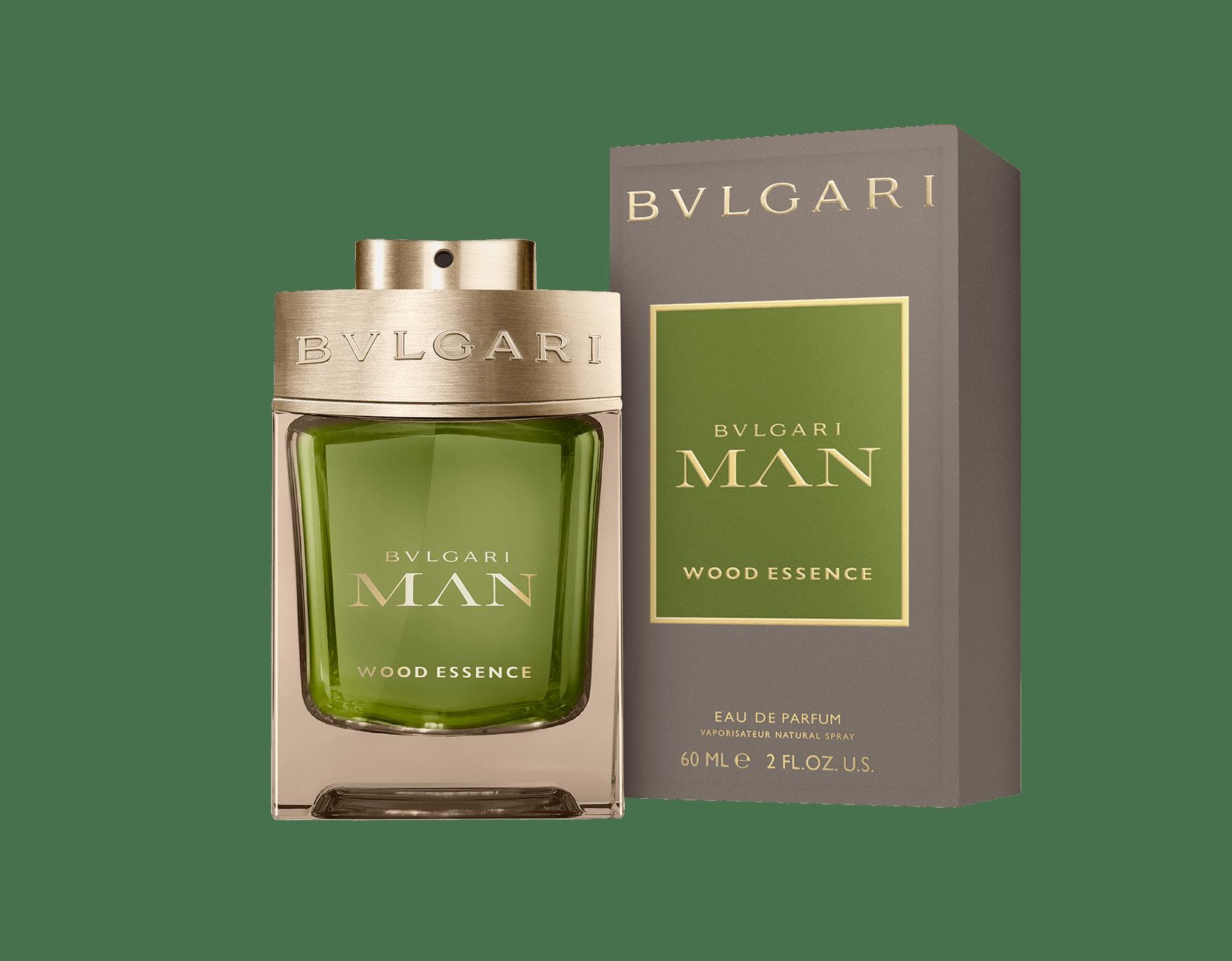 Une signature boisée nouvelle génération composée des essences les plus raffinées de la parfumerie – le cèdre, le cyprès et le vétiver – faisant écho aux notes chaudes et ensoleillées des résines de benjoin 46101 image 2