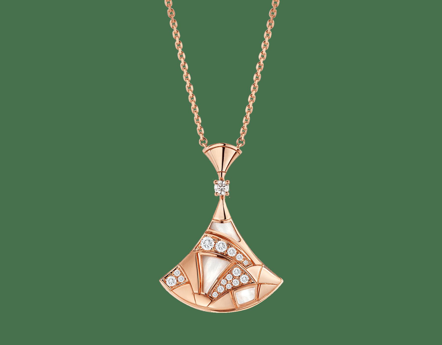 Collier DIVAS' DREAM en or rose 18K avec pendentif serti d'éléments en nacre, avec un diamant et pavé diamants. 350065 image 1