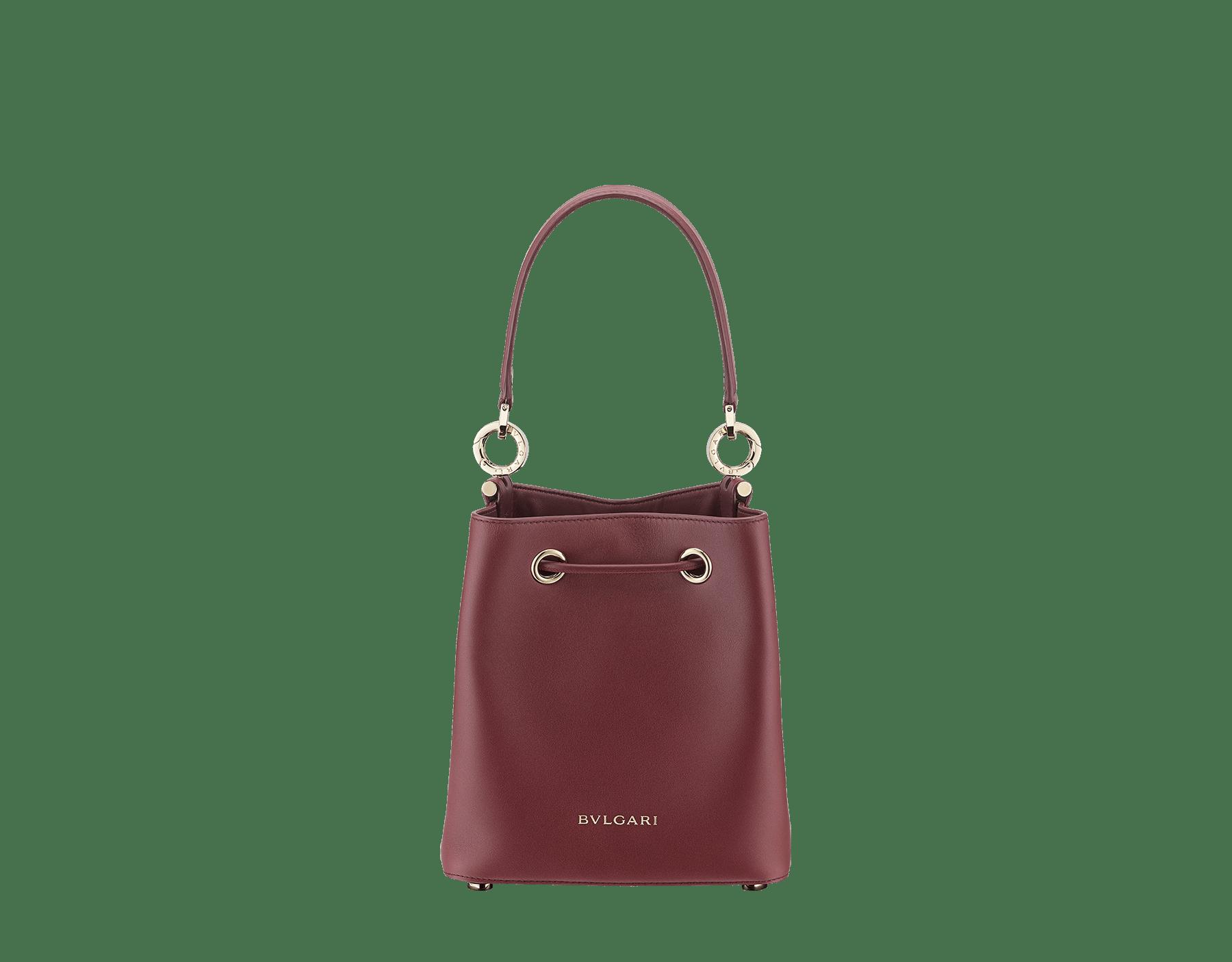 Bucket B.zero1 in rosa di francia Sahara karung skin and Roman garnet smooth calf leather with a Roman garnet nappa interior. Hardware in light gold plated brass, featuring B.zero1 décor. 289002 image 3
