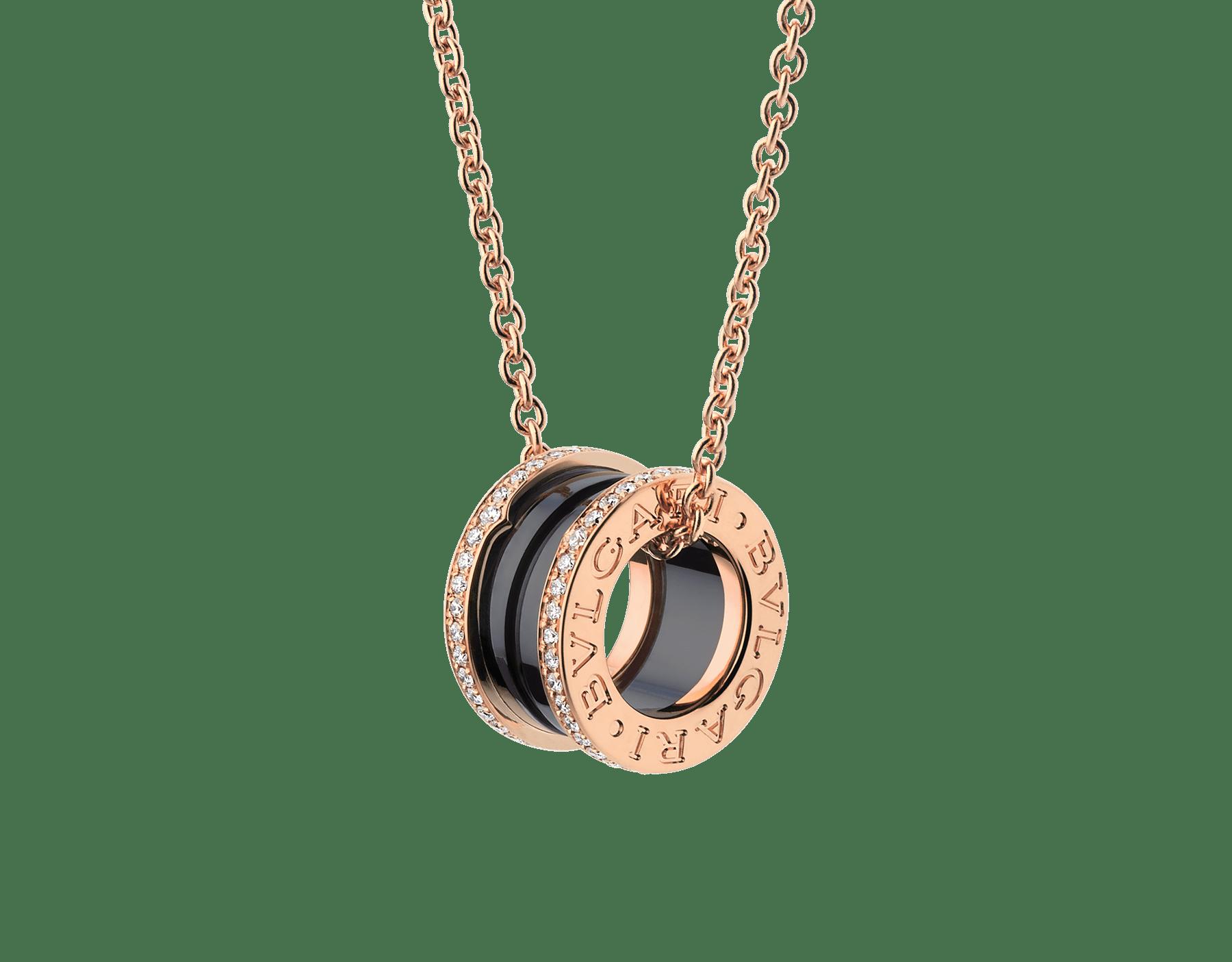 Con la emblemática espiral elaborada con cerámica negra y pavé de diamantes alrededor de una cadena en oro rosa, el collar B.zero1 fusiona su distintivo diseño con la elegancia contemporánea. 350056 image 1