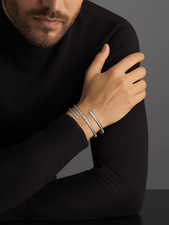 Serpenti Viper two-coil 18 kt white gold bracelet, set with pavé diamonds BR858795 image 4