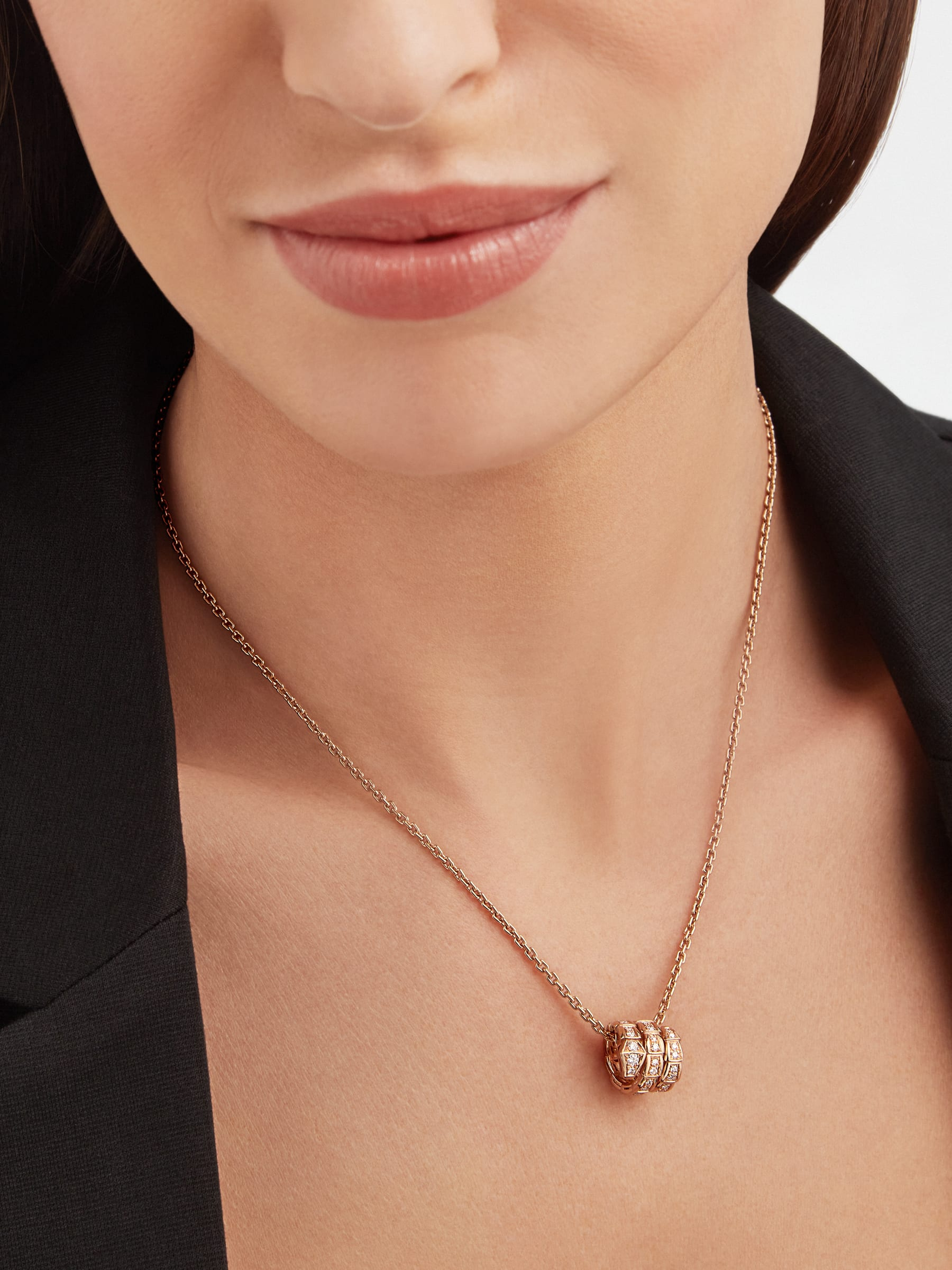 Serpenti Viper pendant necklace in 18 kt rose gold set with pavé diamonds 357795 image 4