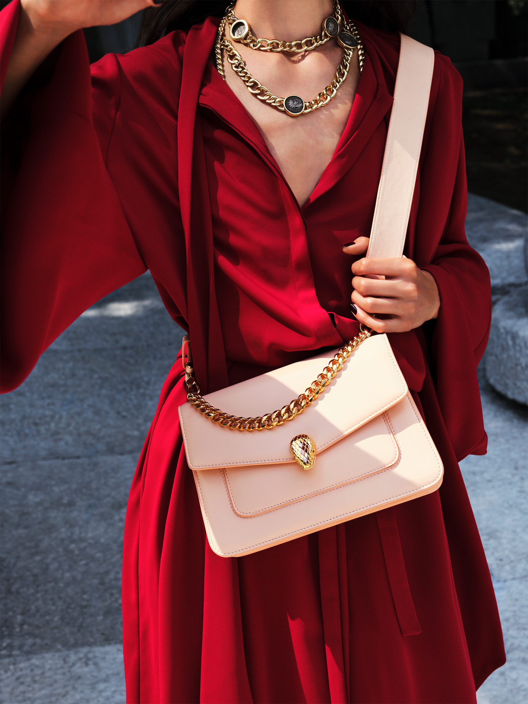 """Serpenti Forever"" maxi chain crossbody bag in Amaranth Garnet red nappa leather, with Pink Spinel fuchsia nappa leather internal lining. New Serpenti head closure in gold plated brass, finished with small red carnelian scales in the middle and red enamel eyes. 1138-MCN image 5"