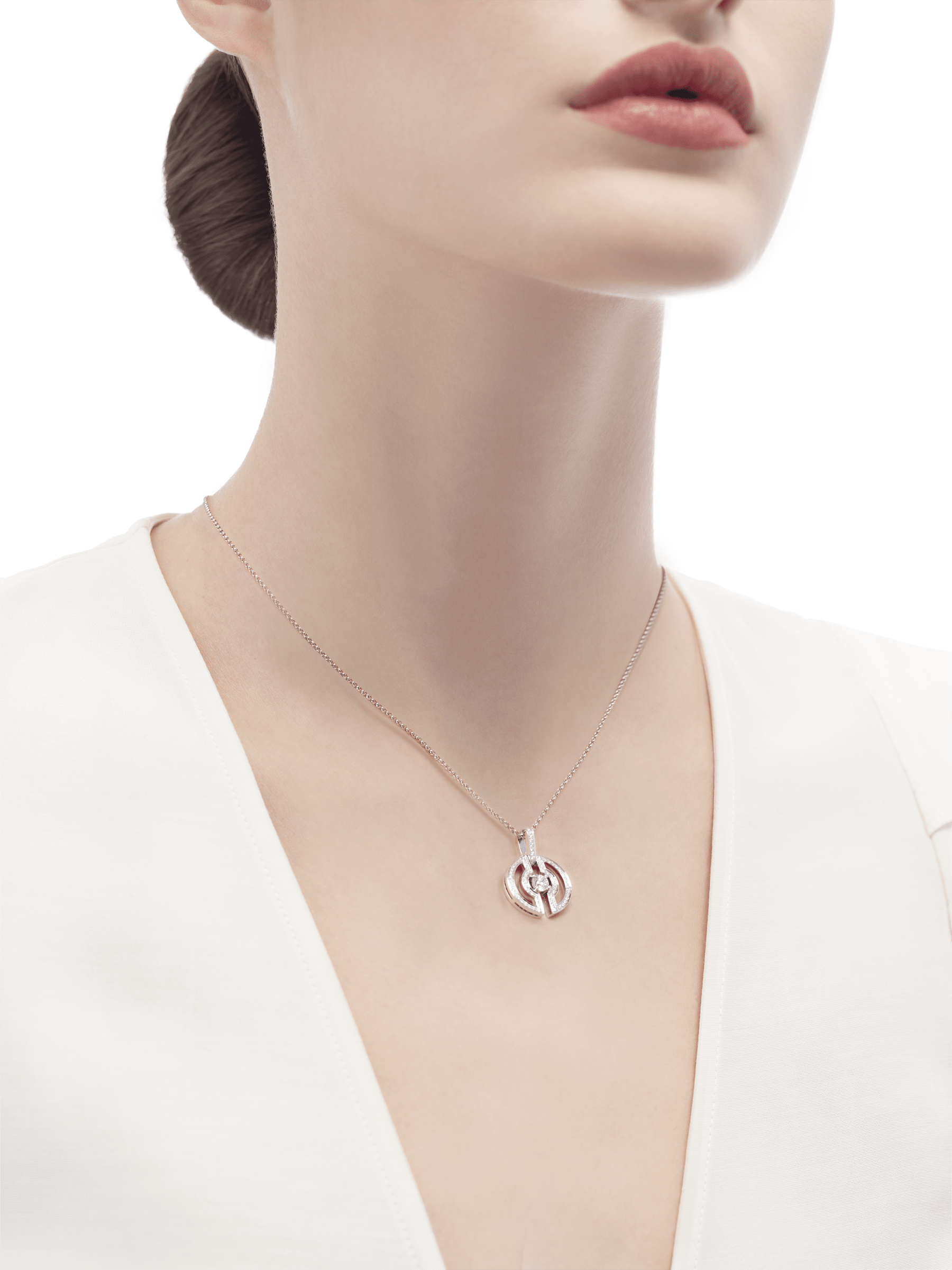 Parentesi necklace with 18 kt white gold chain and pendant, set with a central diamond and pavé diamonds on the edges. 354313 image 5