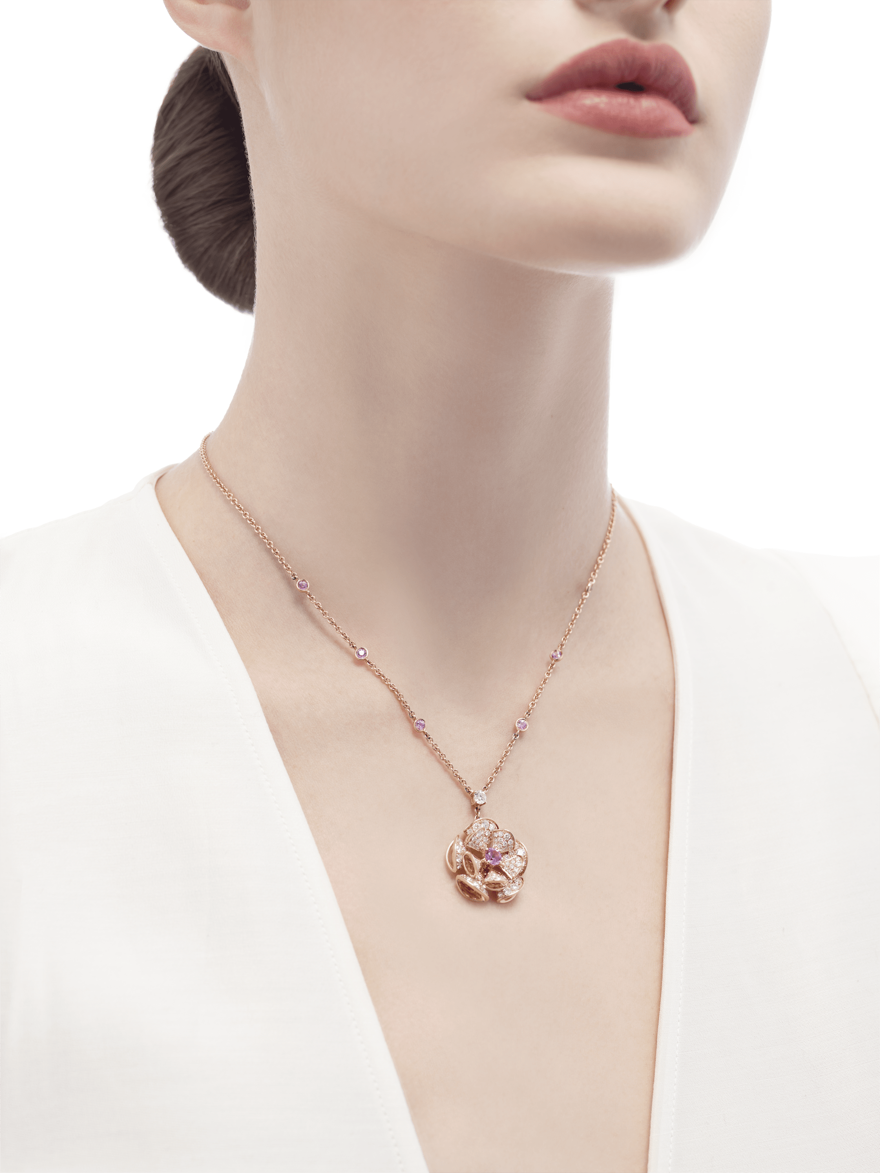 DIVAS' DREAM necklace in 18 kt rose gold with chain set with pink sapphires and a diamond, and with a pendant set with a central pink sapphire and pavé diamonds. 352628 image 4