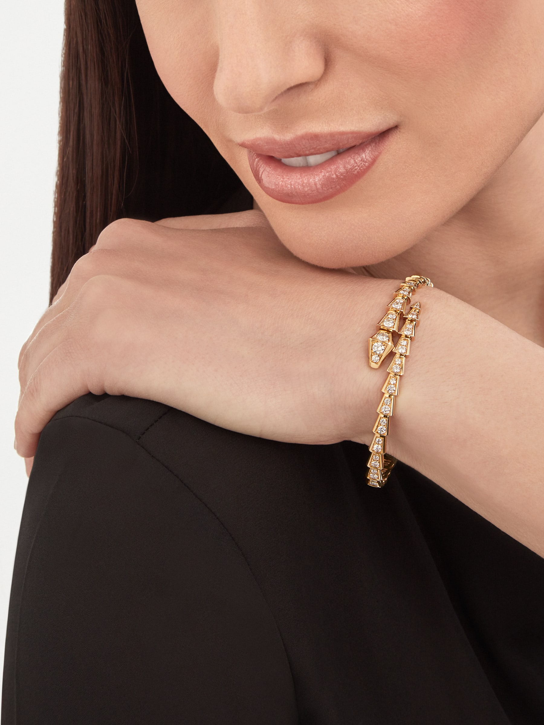 Serpenti Viper 18 kt yellow gold bracelet with pavé diamonds BR858983 image 3