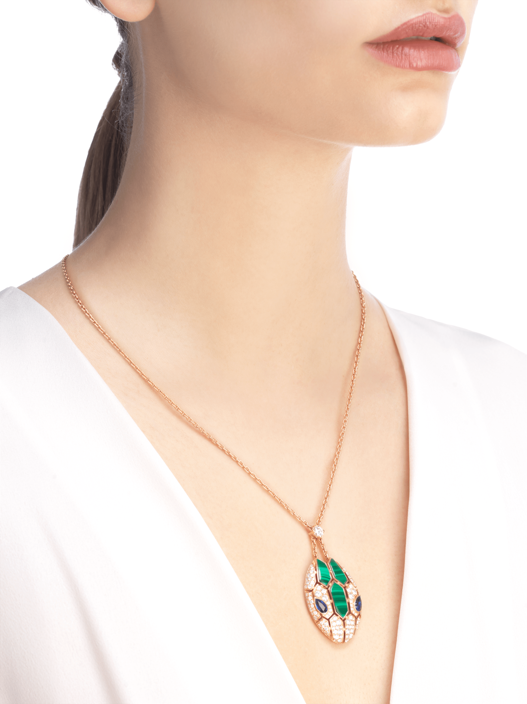 Serpenti 18 kt rose gold necklace set with blue sapphire eyes, malachite elements and pavé diamonds on the pendant. 356782 image 2