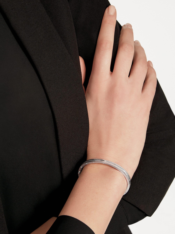 B.zero1 18 kt white gold bracelet set with pavé diamonds on the spiral BR859000 image 3