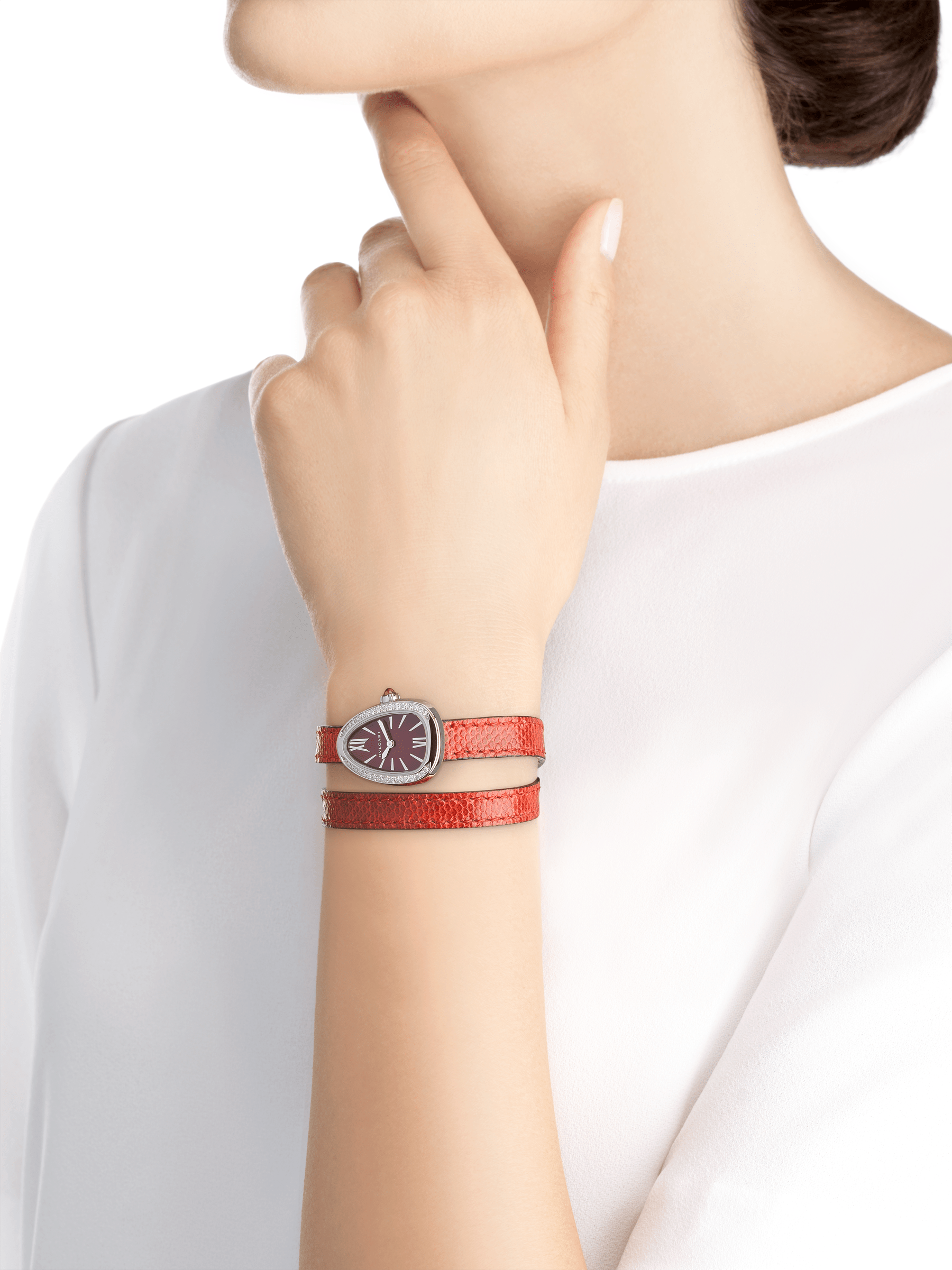 Serpenti watch with stainless steel case set with diamonds, red lacquered dial and interchangeable double spiral bracelet in red karung leather. 102780 image 4