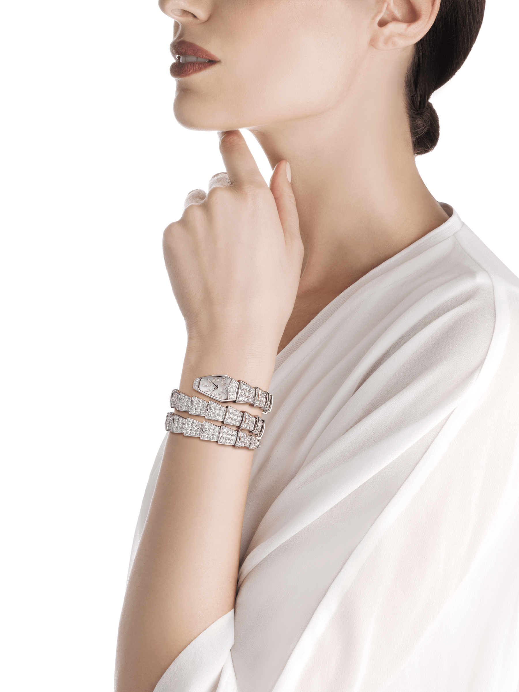Serpenti Jewellery Watch in 18 kt white gold case and double spiral bracelet, both set with brilliant cut diamonds, white mother-of-pearl dial and diamond indexes. 101786 image 3