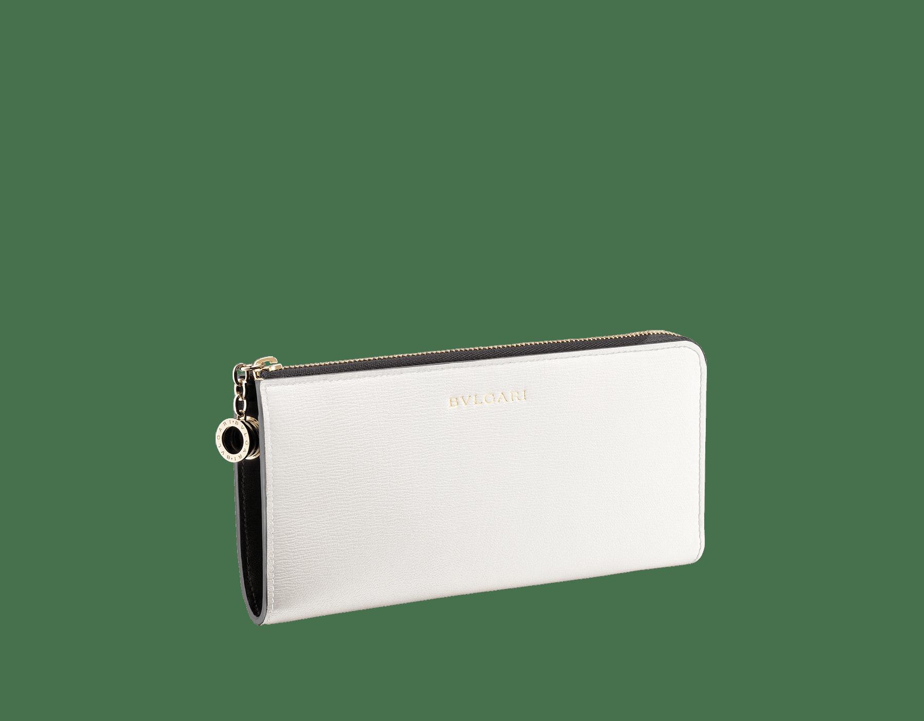 デイジートパーズとタフィークォーツのゴートスキン、およびタフィークォーツのナッパ製「ビー・ゼロワン」L型ジップ付きの財布。ブラスライトゴールドプレートのアイコニックな「ビー・ゼロワン」ロゴのジッププラー。 BZA-WLT-MZP-SLIM-L image 2